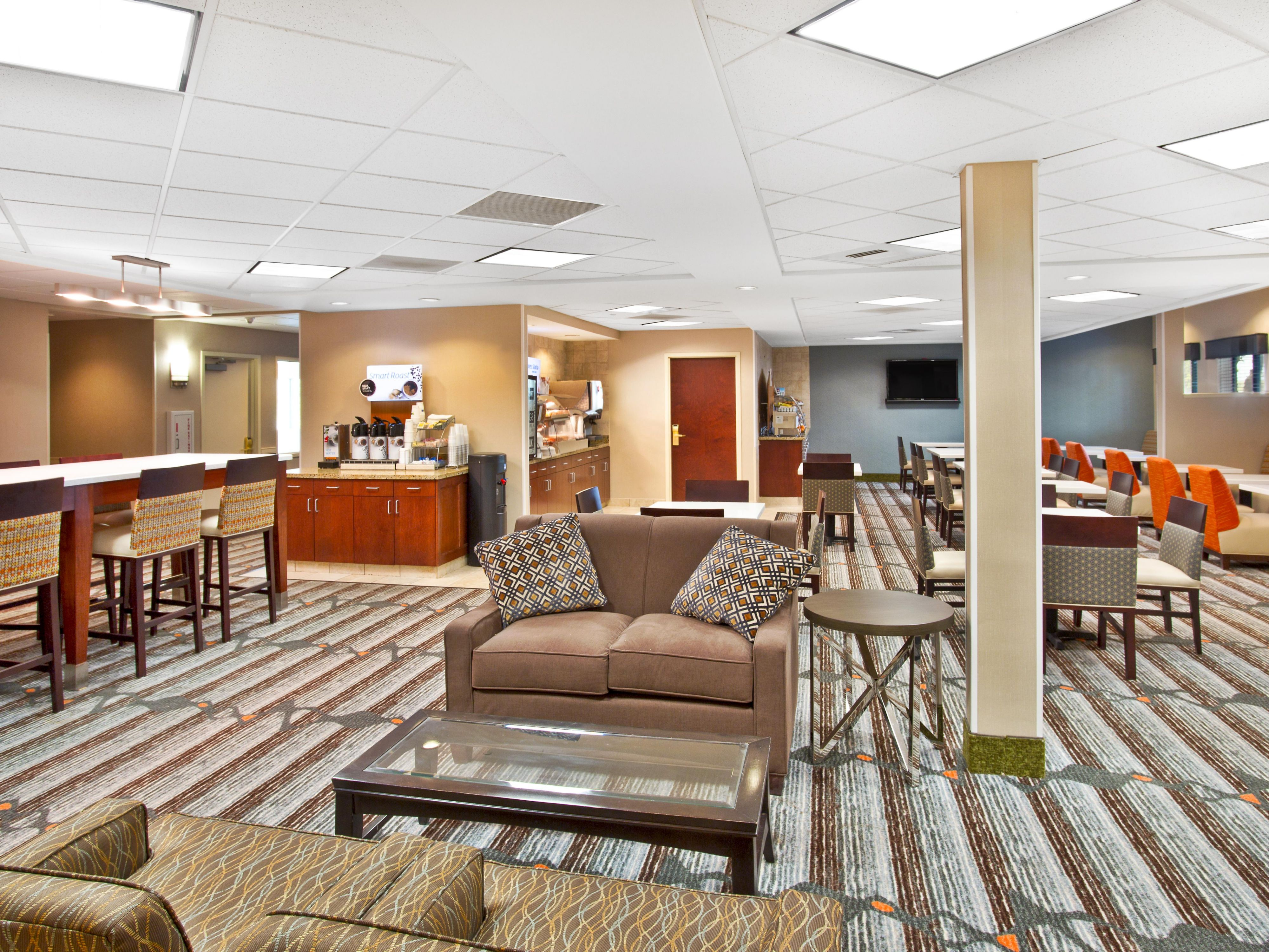 Holiday Inn Express & Suites Bradley Hotel Lobby