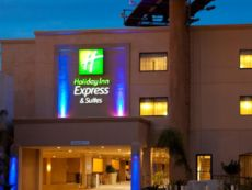 Holiday Inn Express & Suites Woodland Hills in Chatsworth, California