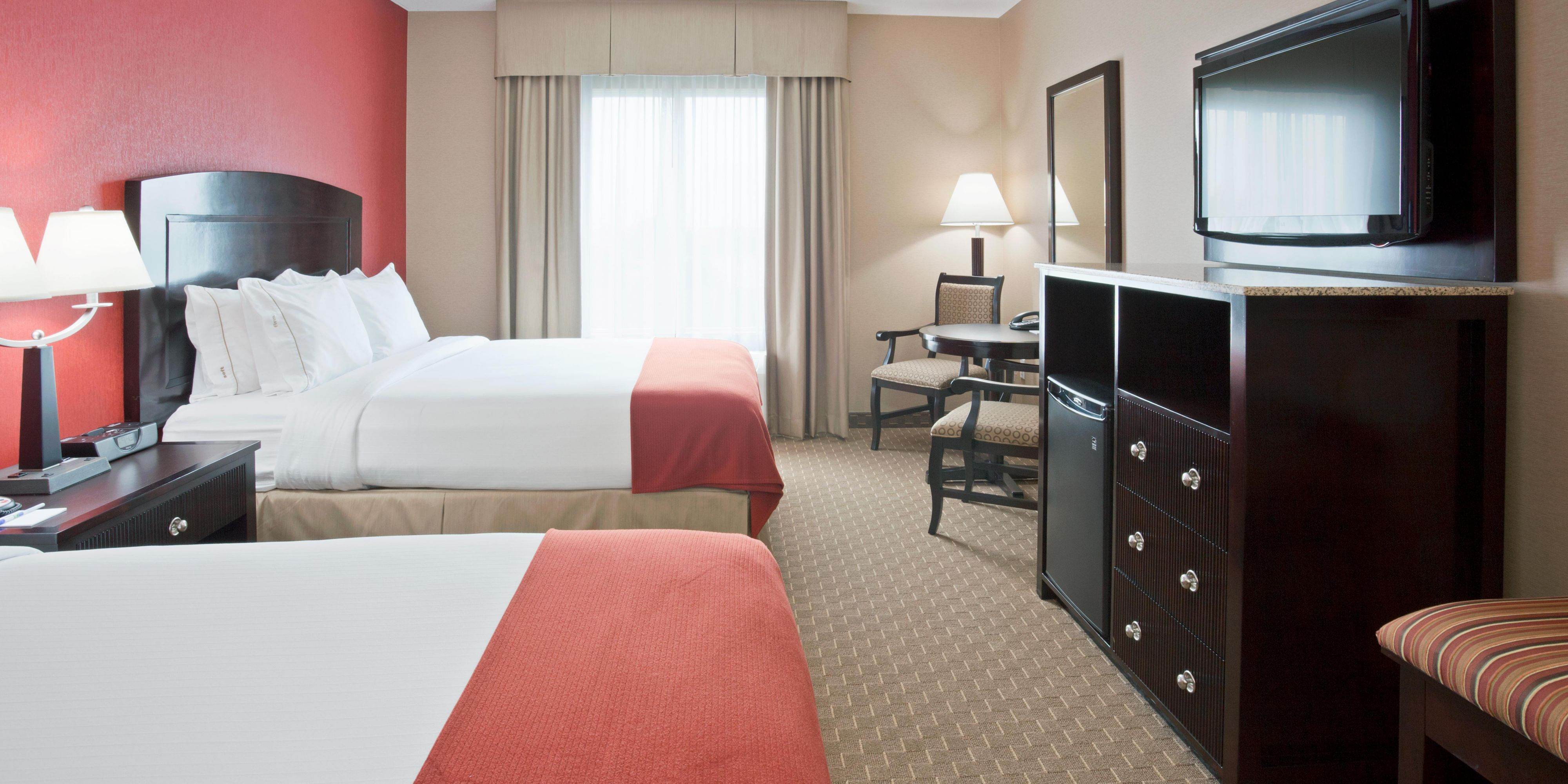 holiday-inn-express-and-suites-woodstock-4374021801-2x1