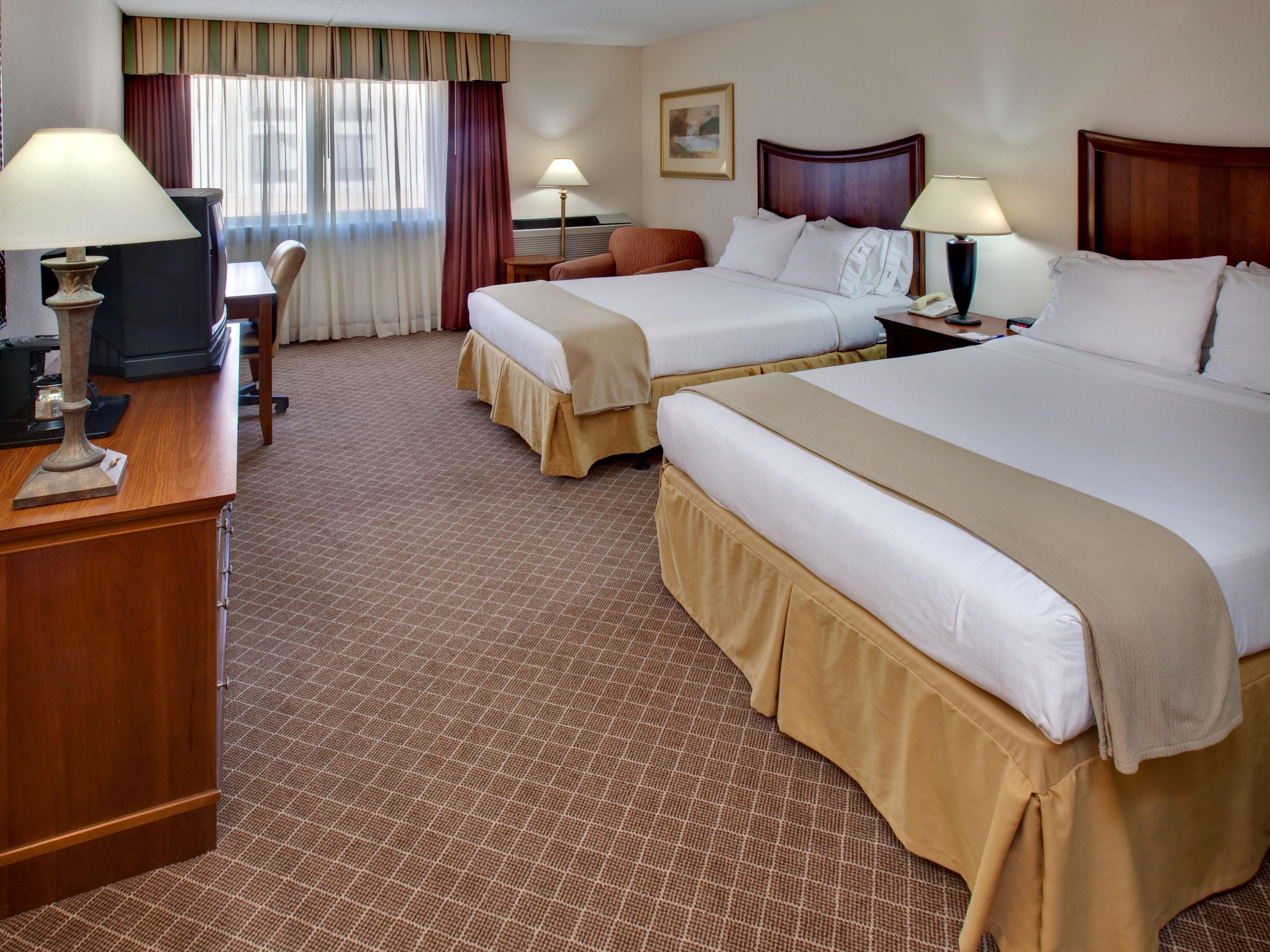 Holiday Inn Express Arlington Heights Hotel Double Bed Guest Room