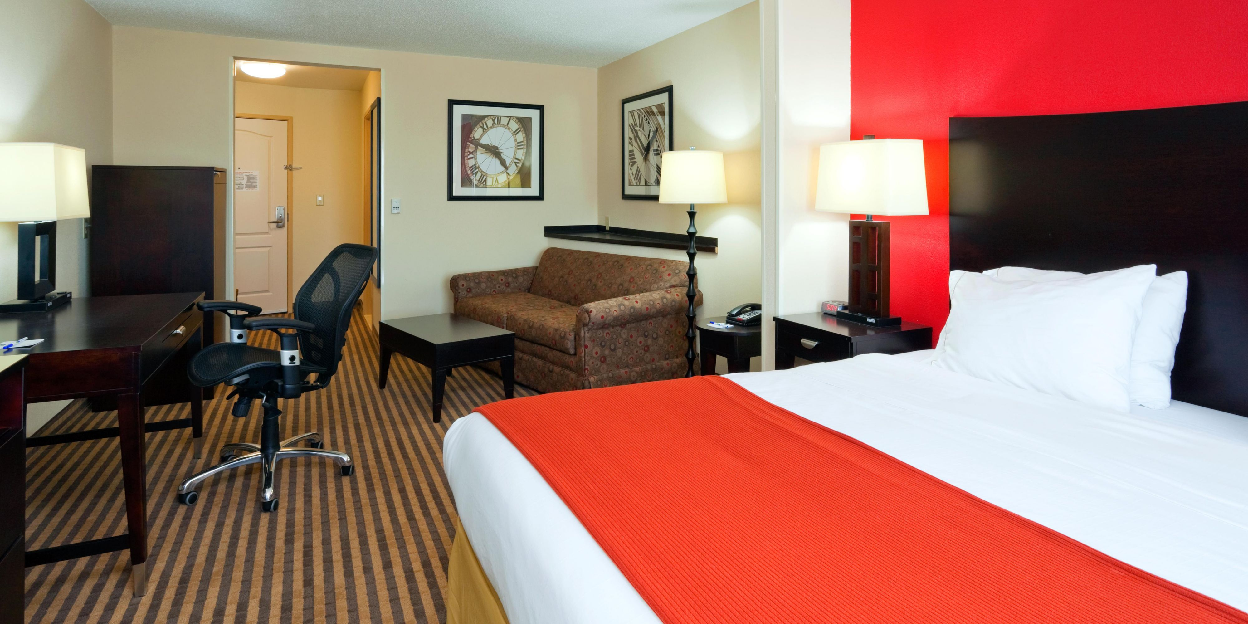 holiday us west hoteldetail hotels milwaukee hotel ihg pewaukee wi inn en by holidayinn rhinelander comfort pkehi comforter
