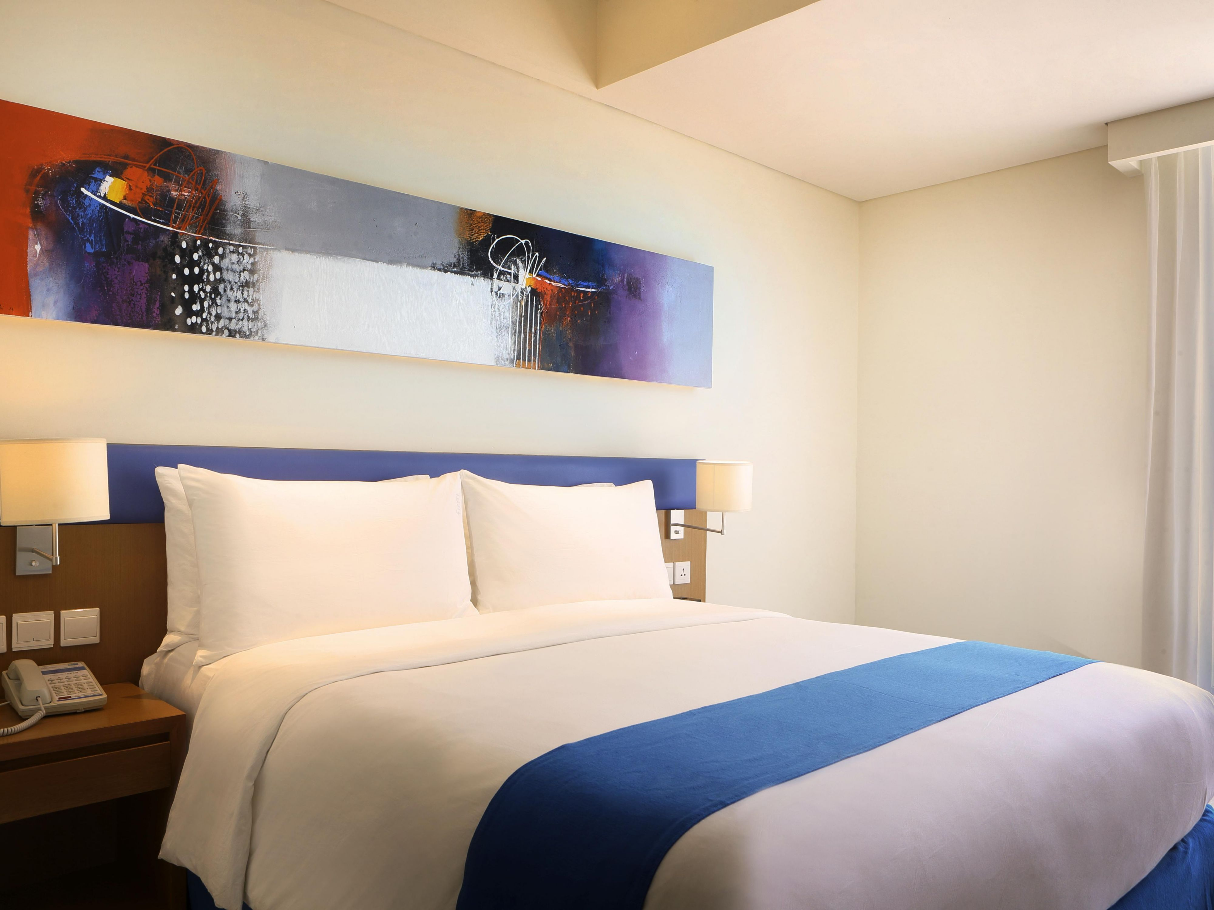 Holiday Inn Express Bali Kuta Square Queen Bed Room