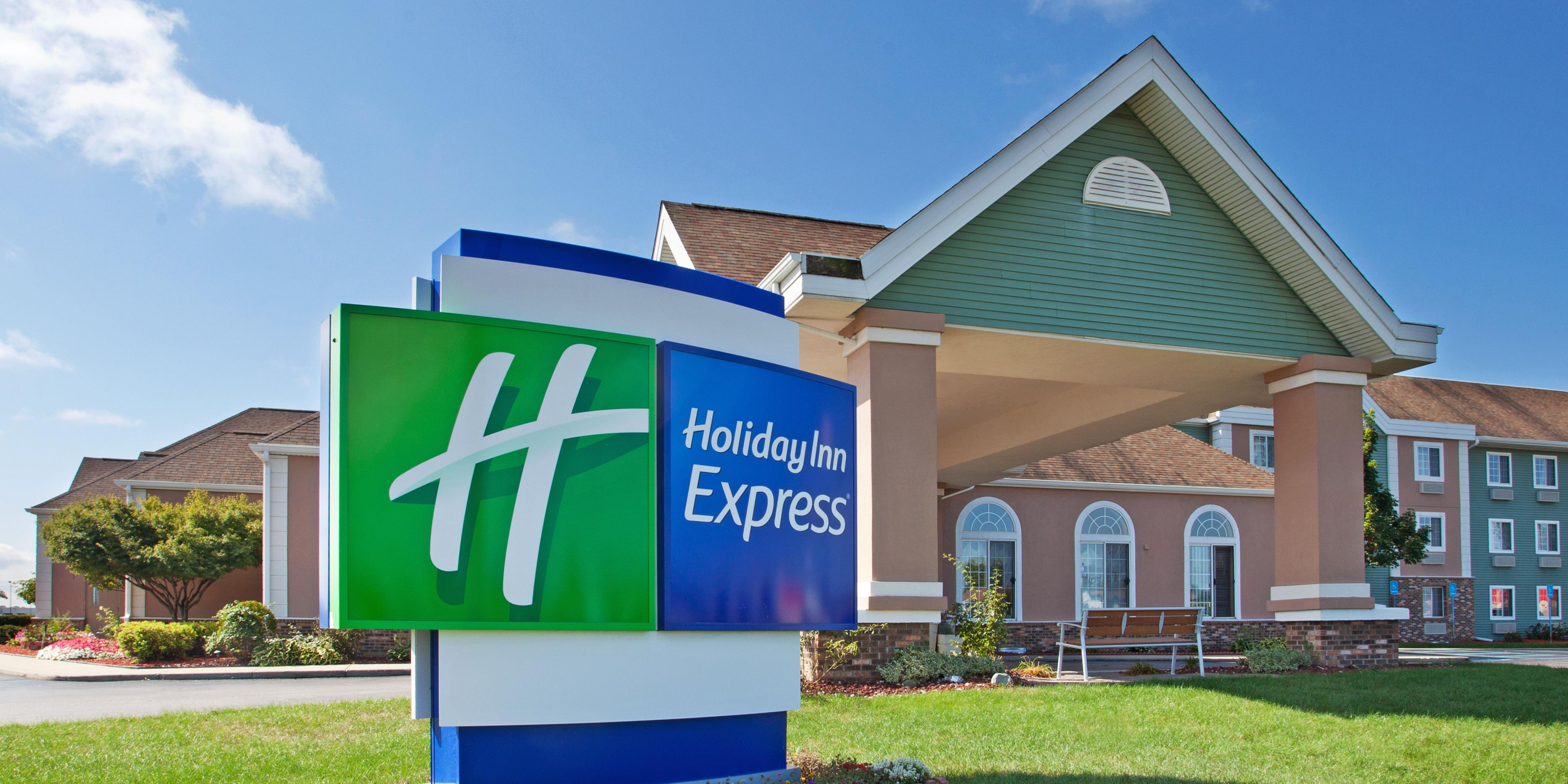 Holiday Inn Express Birch Run 4244567958 2x1