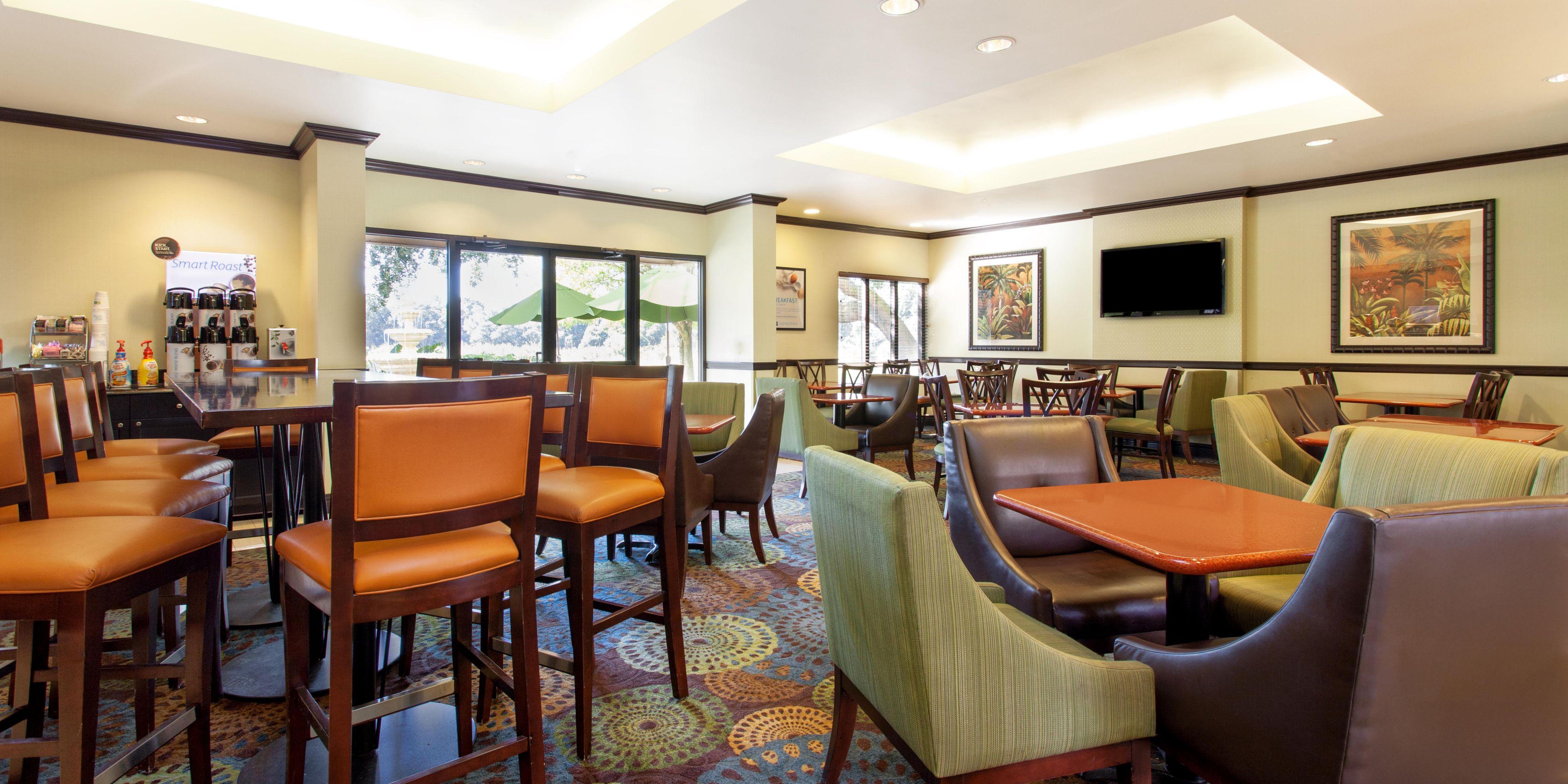 Holiday Inn Express Brandon 4823051400 2x1