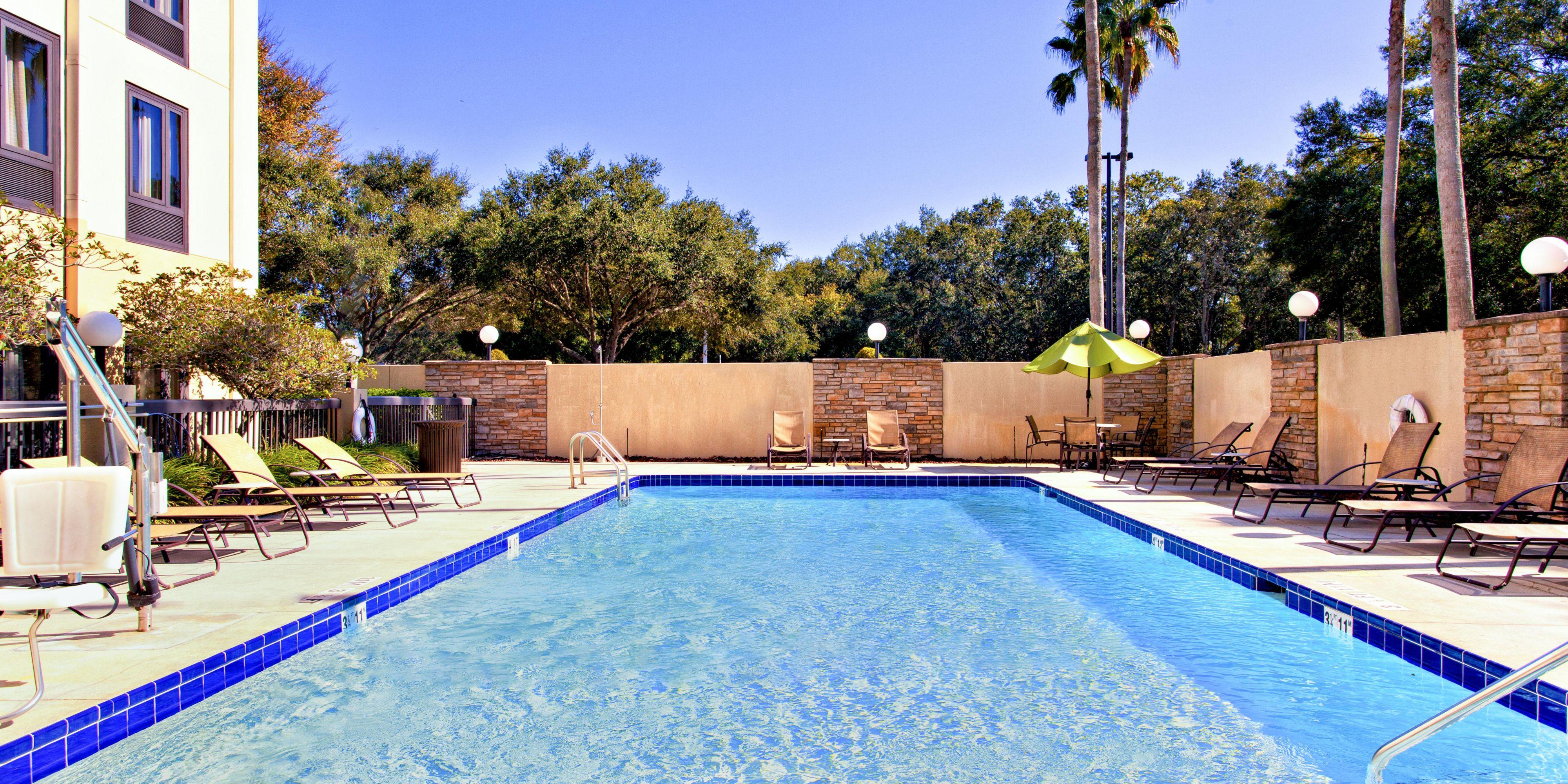 Holiday Inn Express Brandon 4823066275 2x1