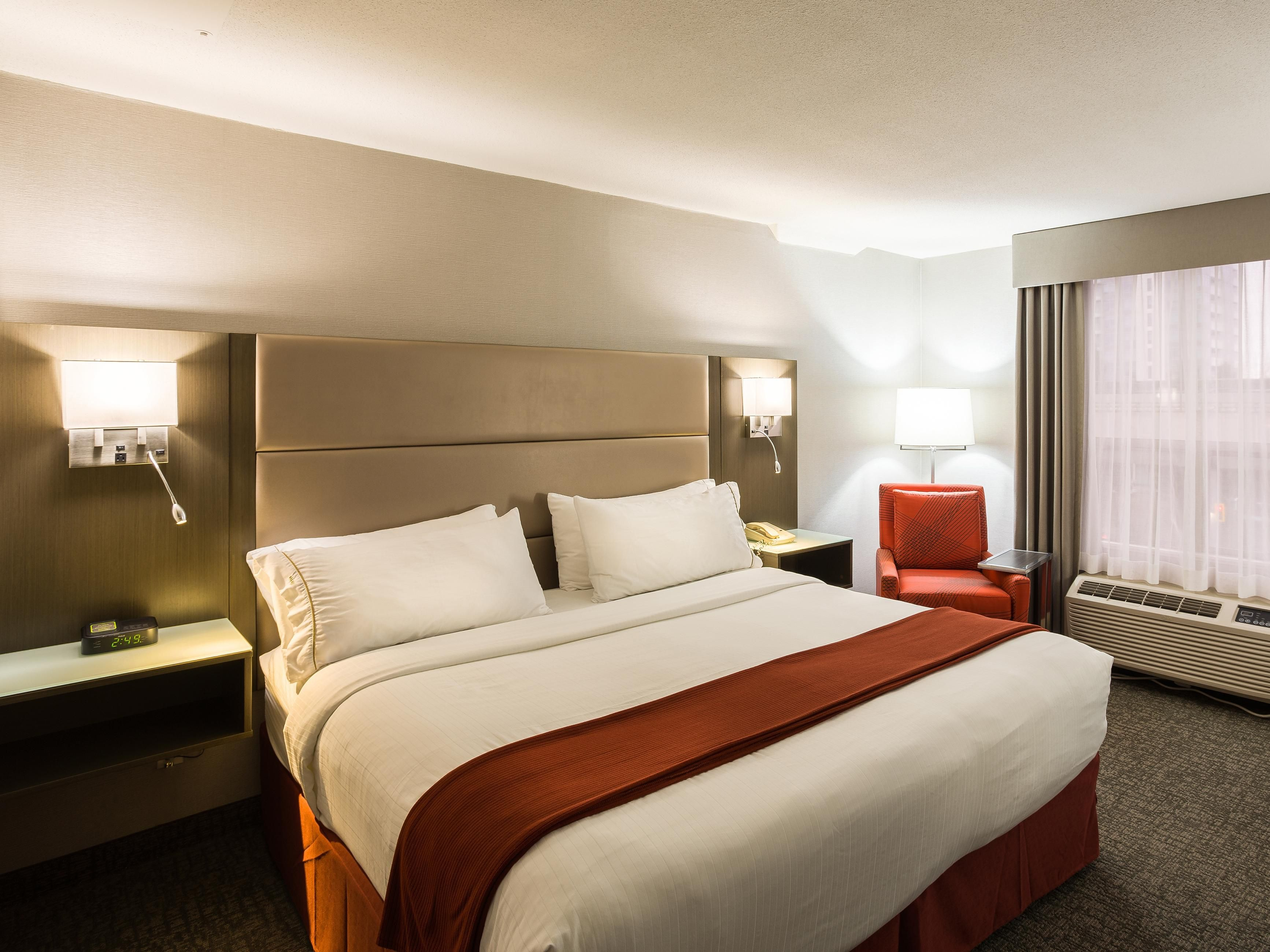 Holiday Inn Express Burnaby Metrotown King Room