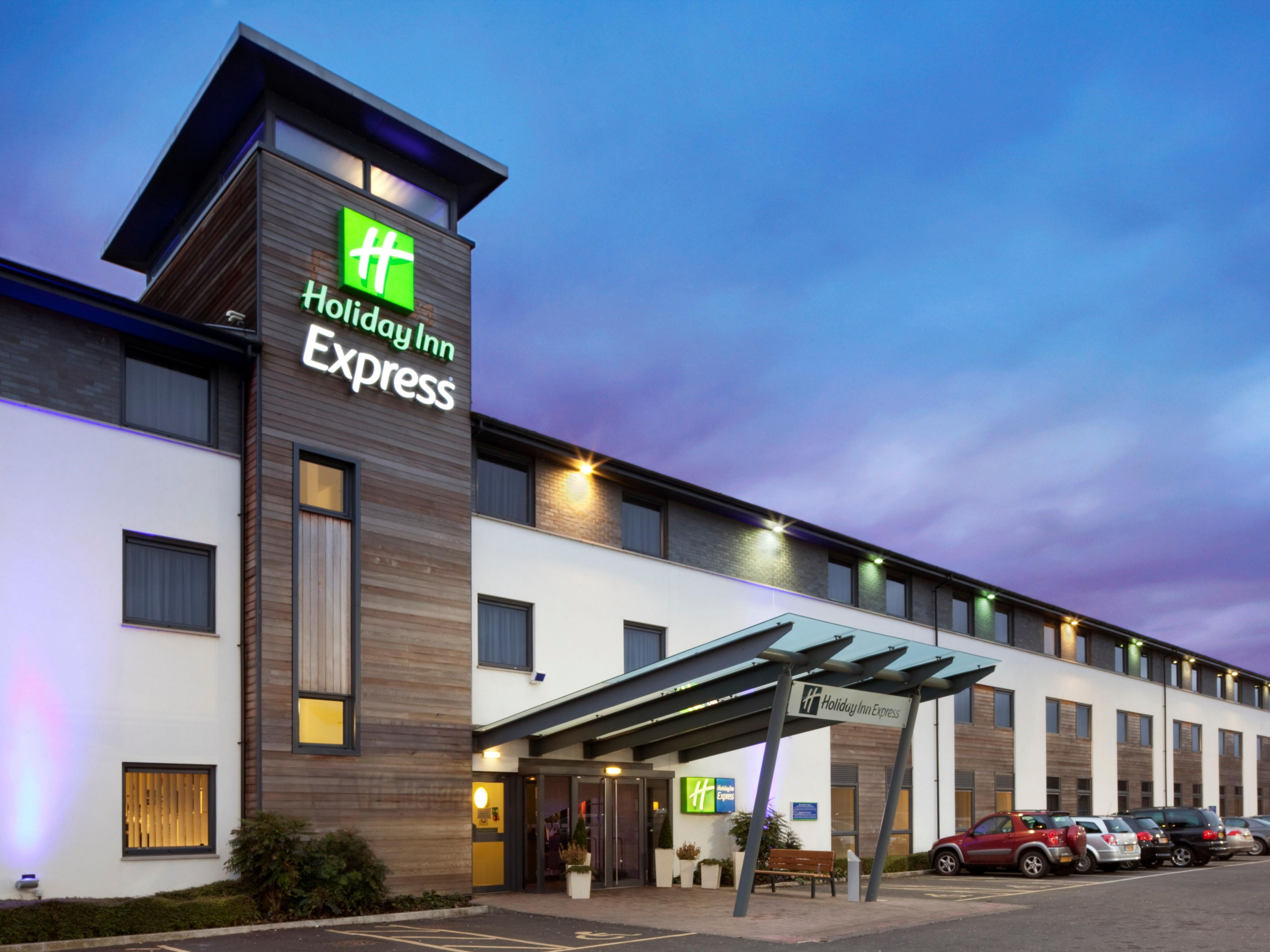 Welcome to the Holiday Inn Express Cambridge hotel