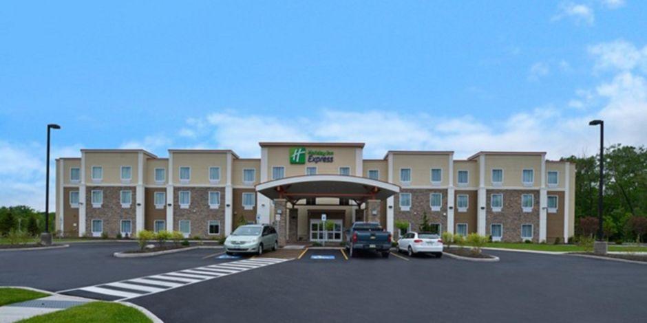 Fairly New Hotel Located Near Beautiful Canandaigua Lake