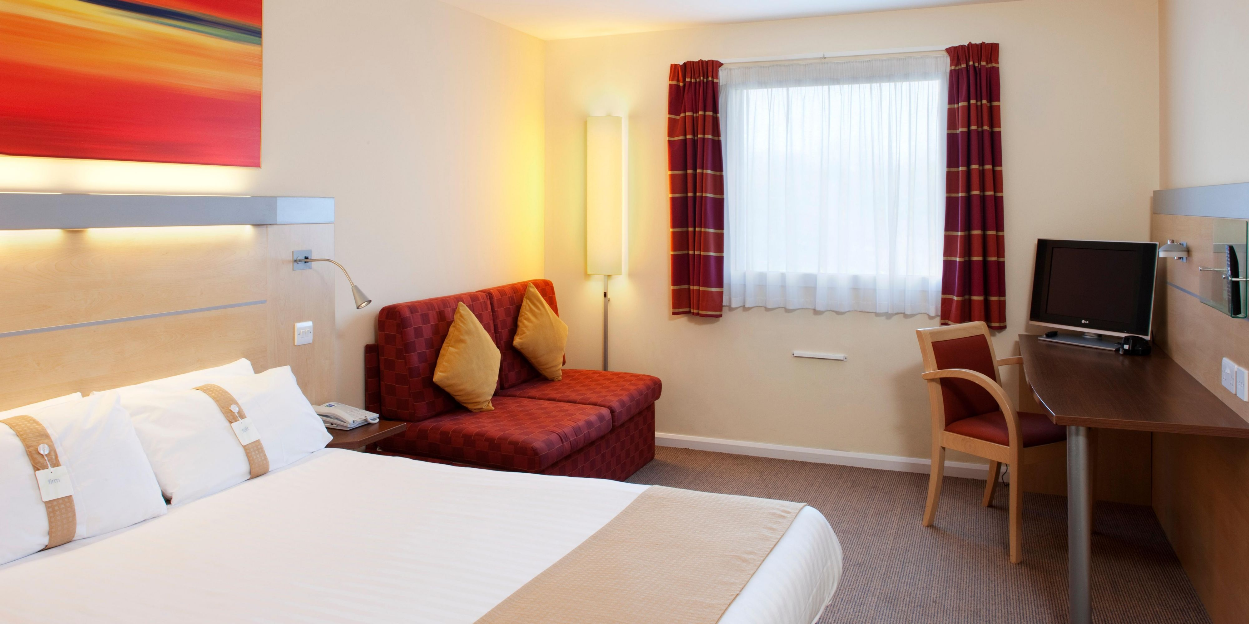 Holiday Inn Express Cardiff 2533062337 2x1