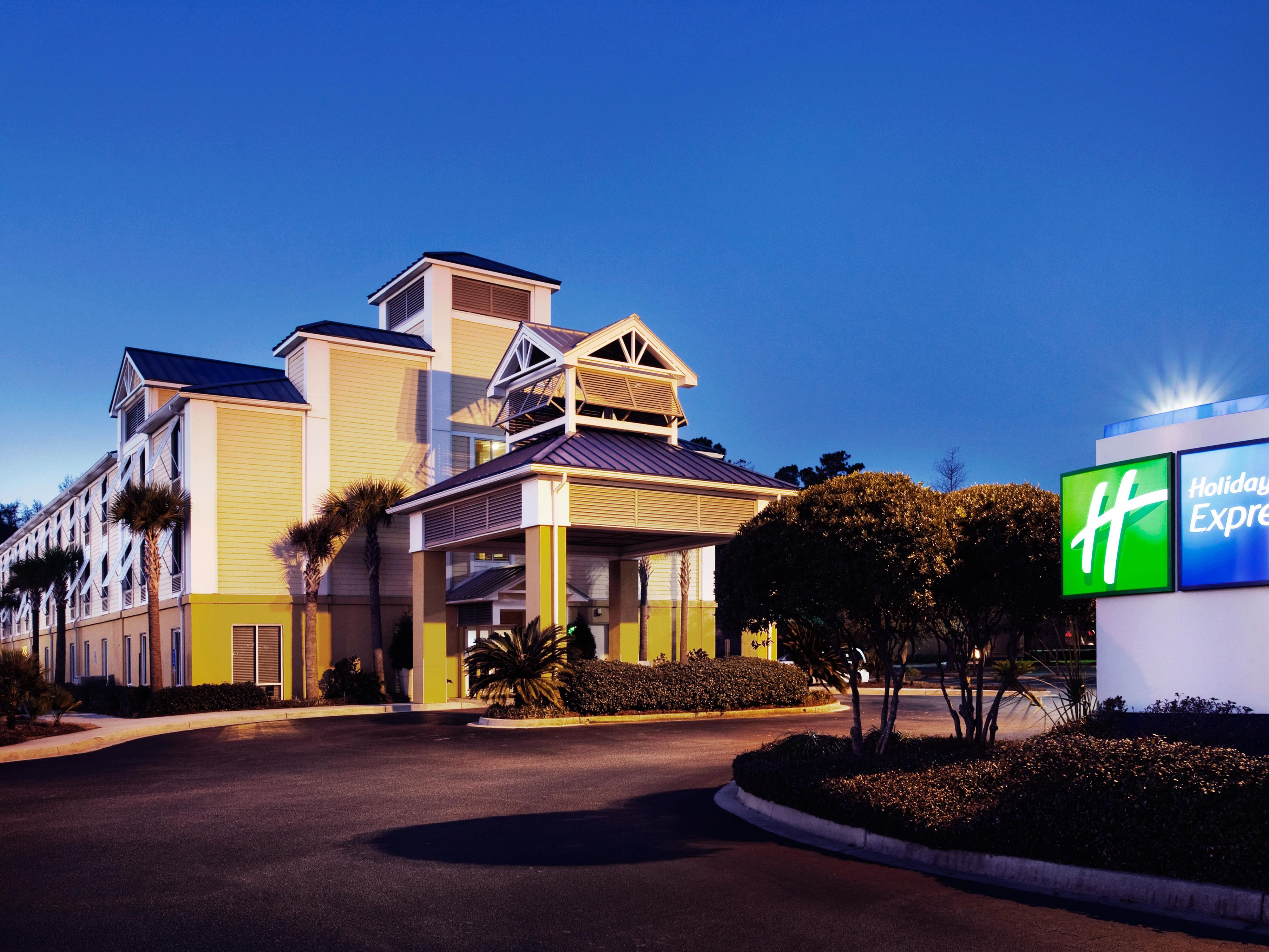 Holiday Inn Express Charleston Hotel Front Entrance