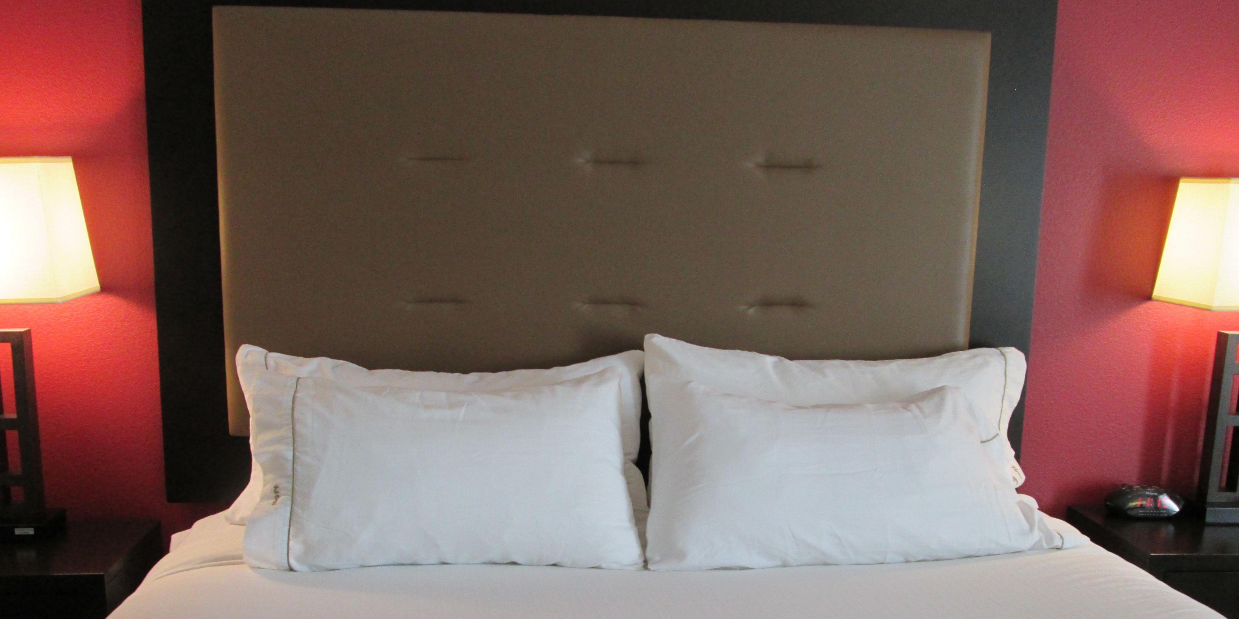 Holiday Inn Express Cloverdale 3649611909 2x1