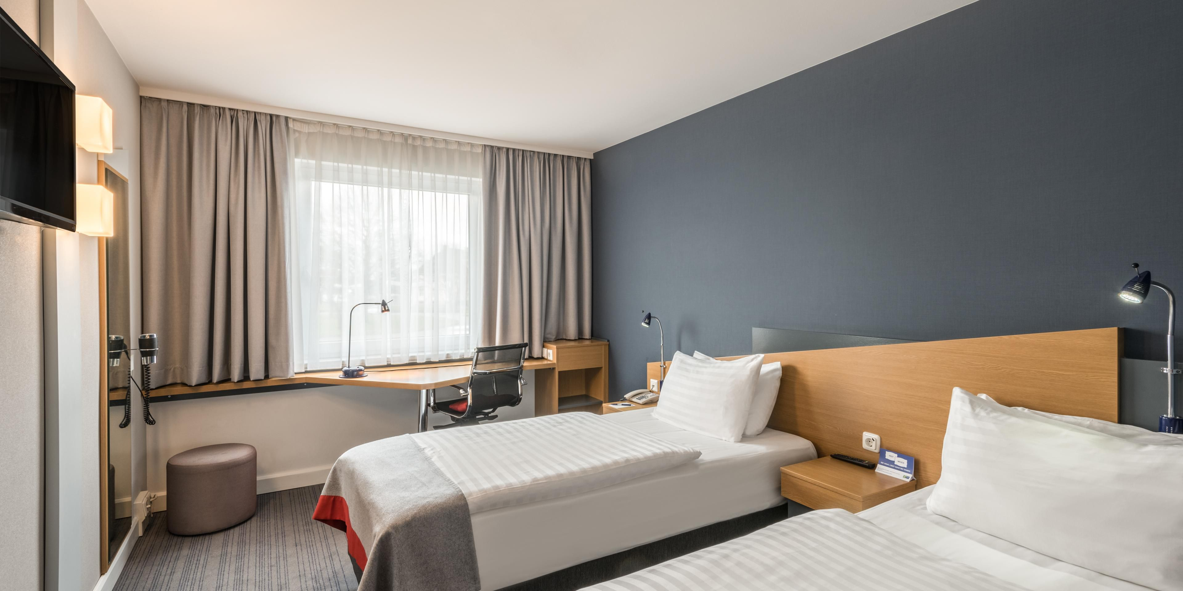 Schon Holiday Inn Express Cologne 5490403304 2x1