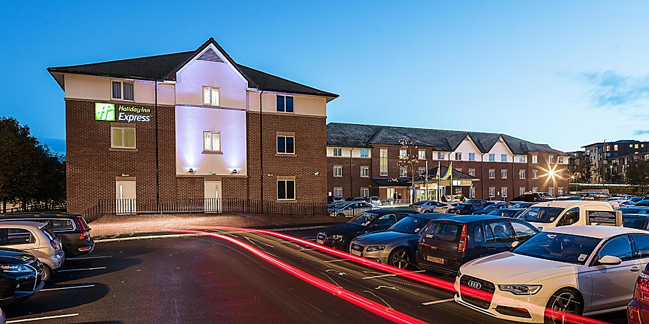Hotels In Crawley Town Centre Holiday Inn Express London