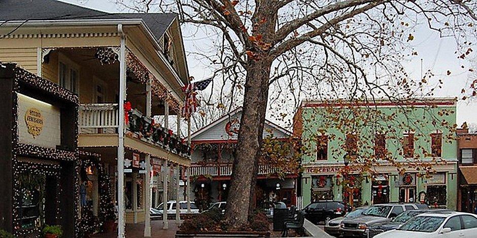 Christmas Town In Georgia Dahlonega.Dahlonega Ga Hotel Holiday Inn Express