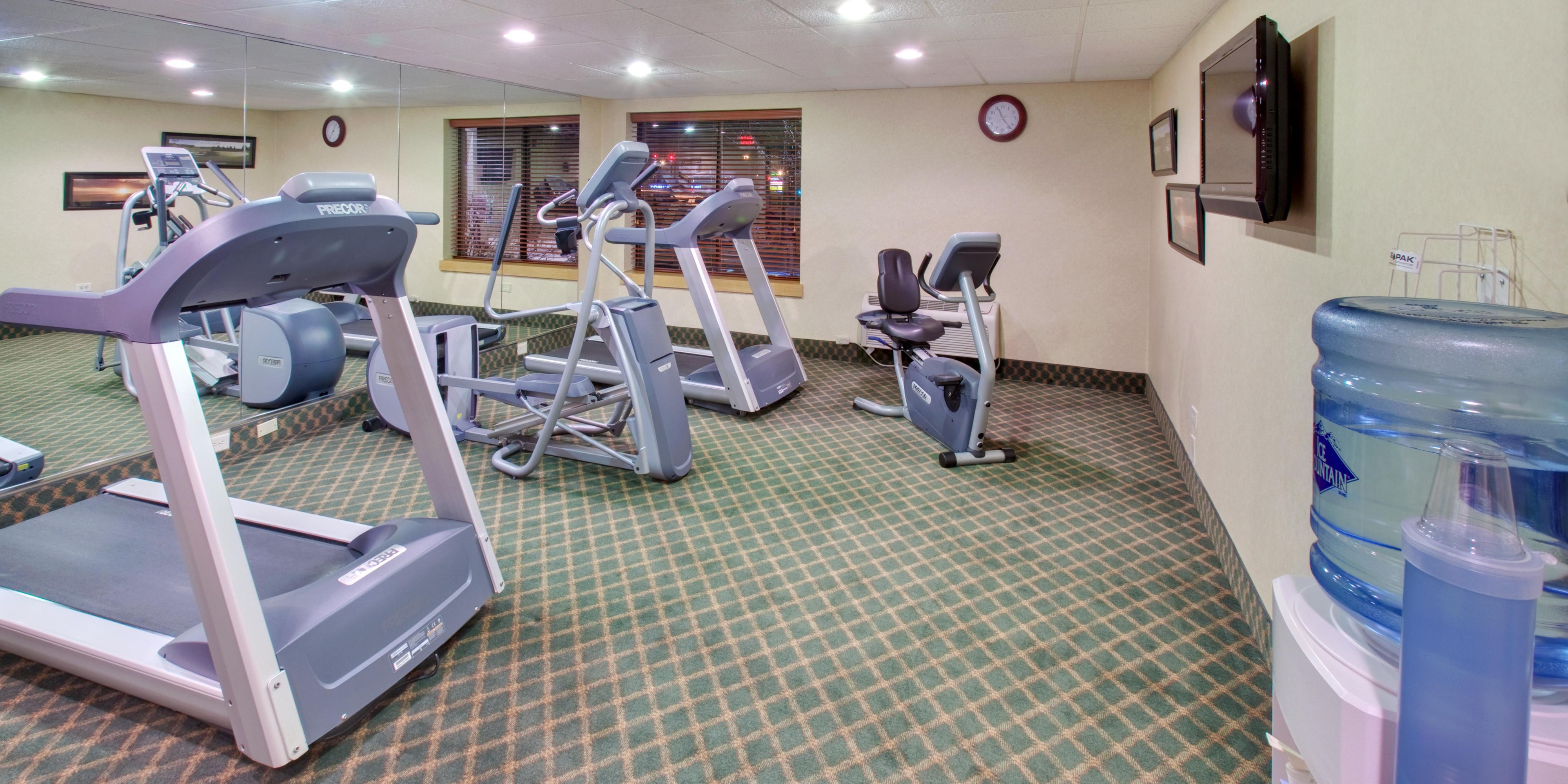 Holiday Inn Express Downers Grove 4180105489 2x1