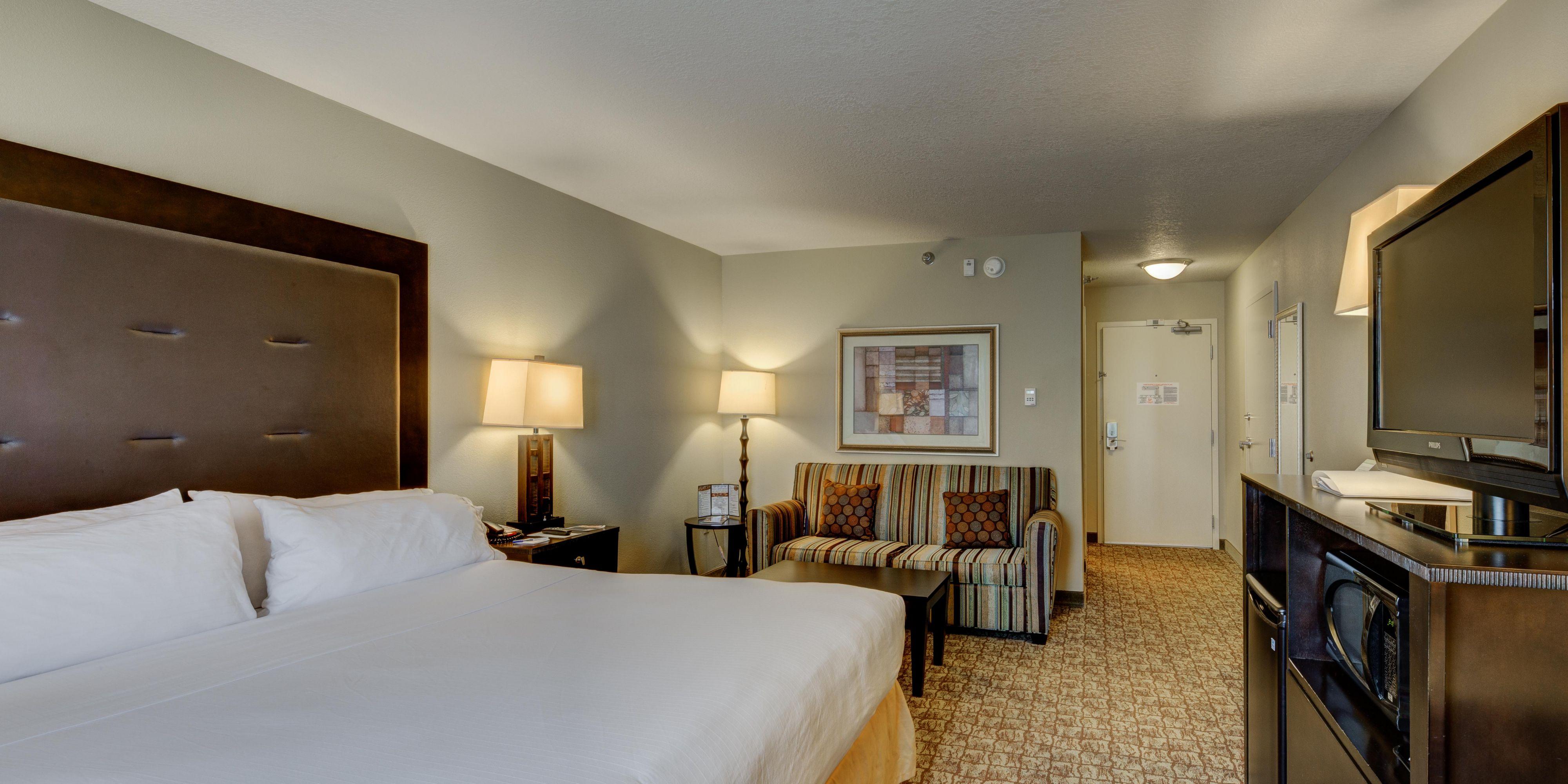 Holiday Inn Express Dublin 4232032987 2x1