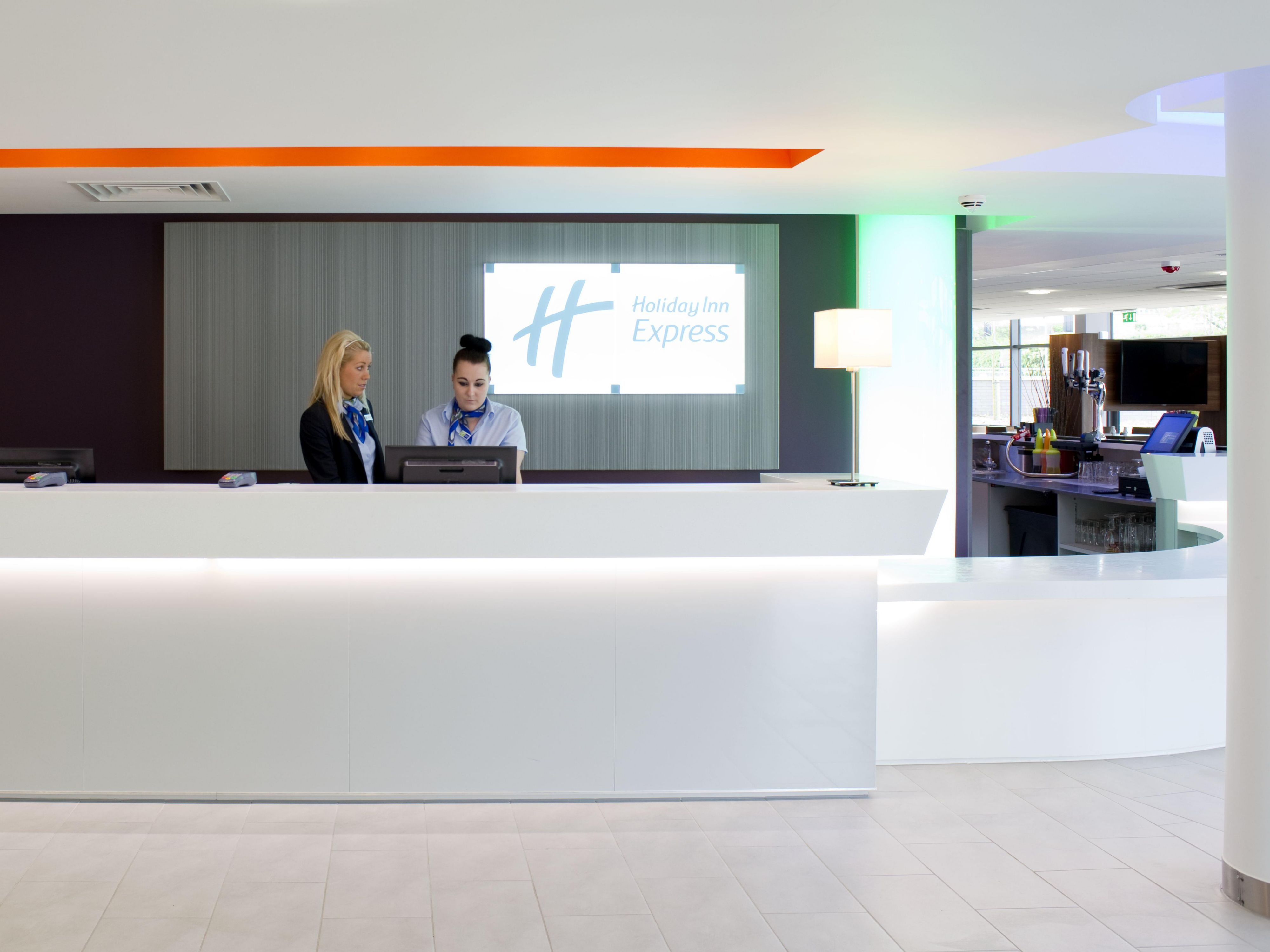 A warm welcome to Holiday Inn Express Dunstable