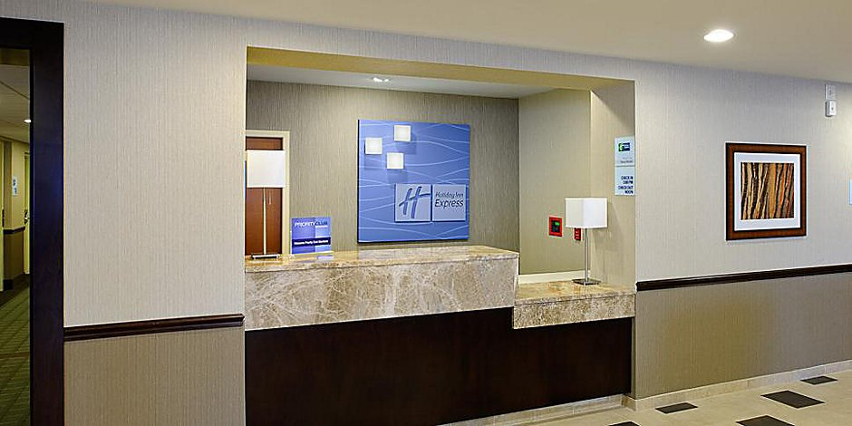 Exterior Feature Holiday Inn Express Philadelphia Airport Hotel Front Desk