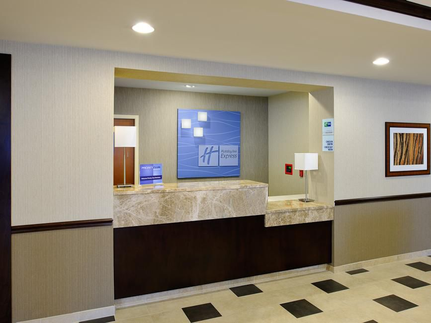 Holiday Inn Express Philadelphia Airport Hotel Front Desk