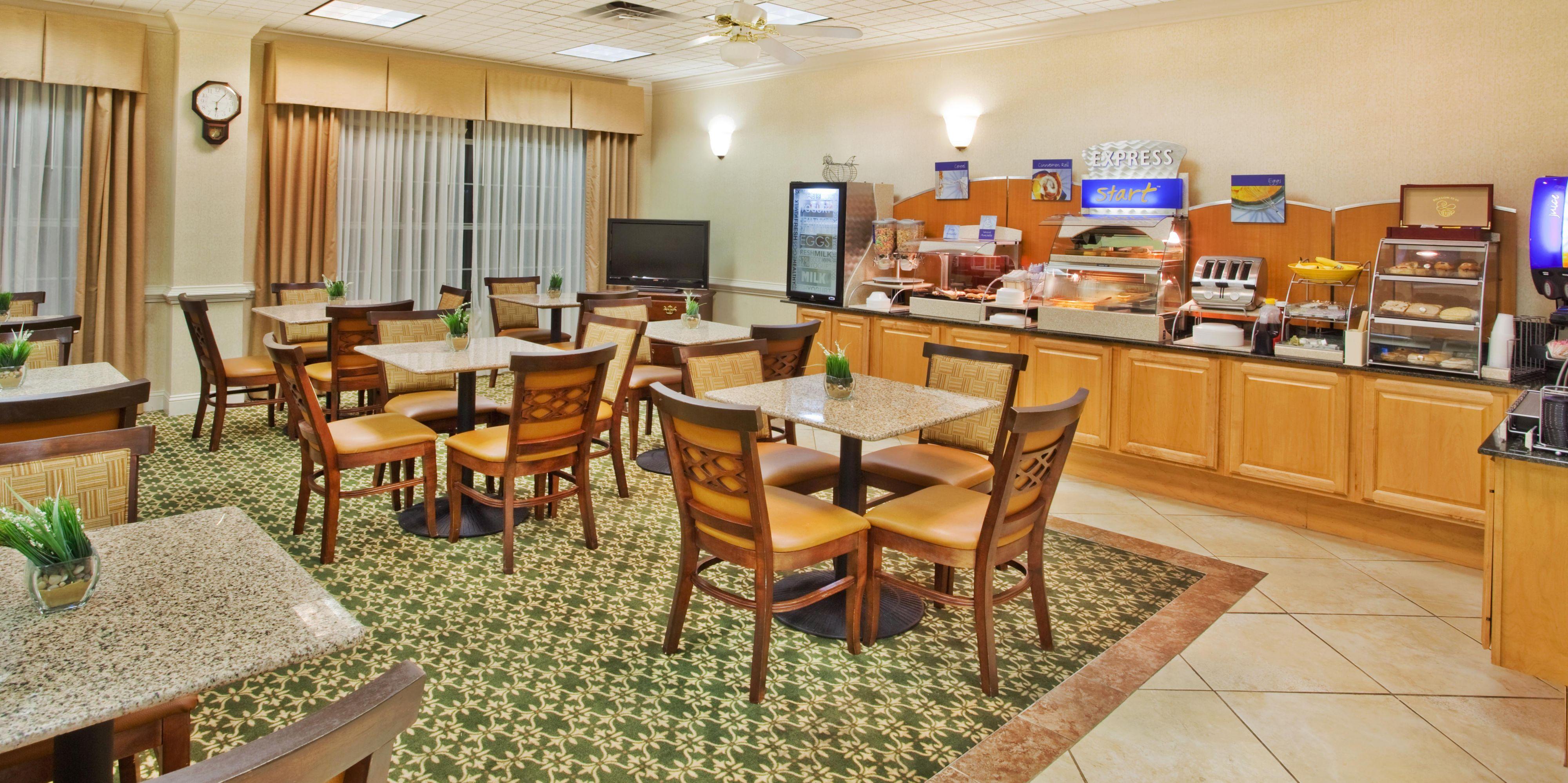 Holiday Inn Express Fayetteville Hotel by IHG