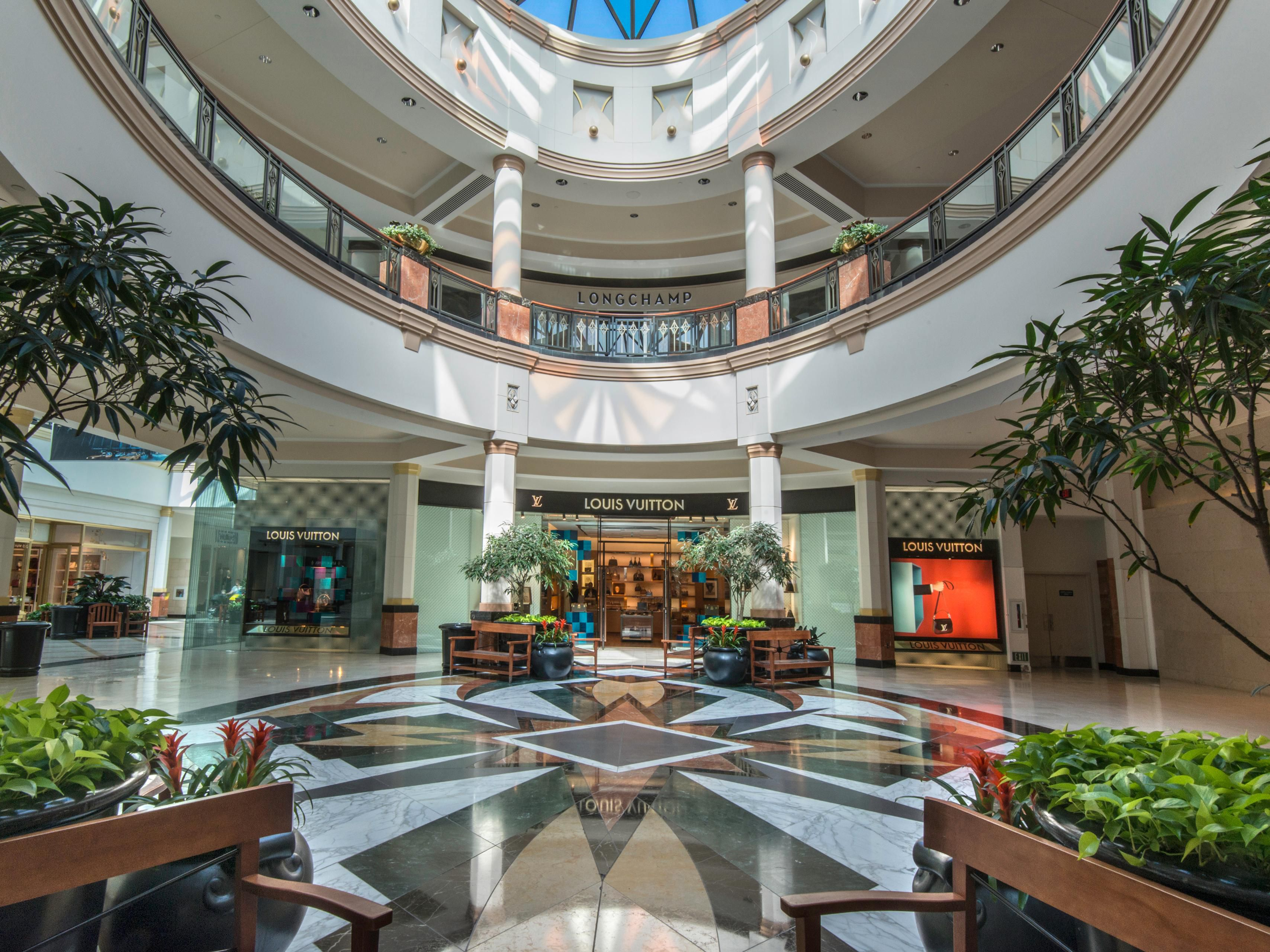 King of Prussia Mall - the country's largest indoor retail space