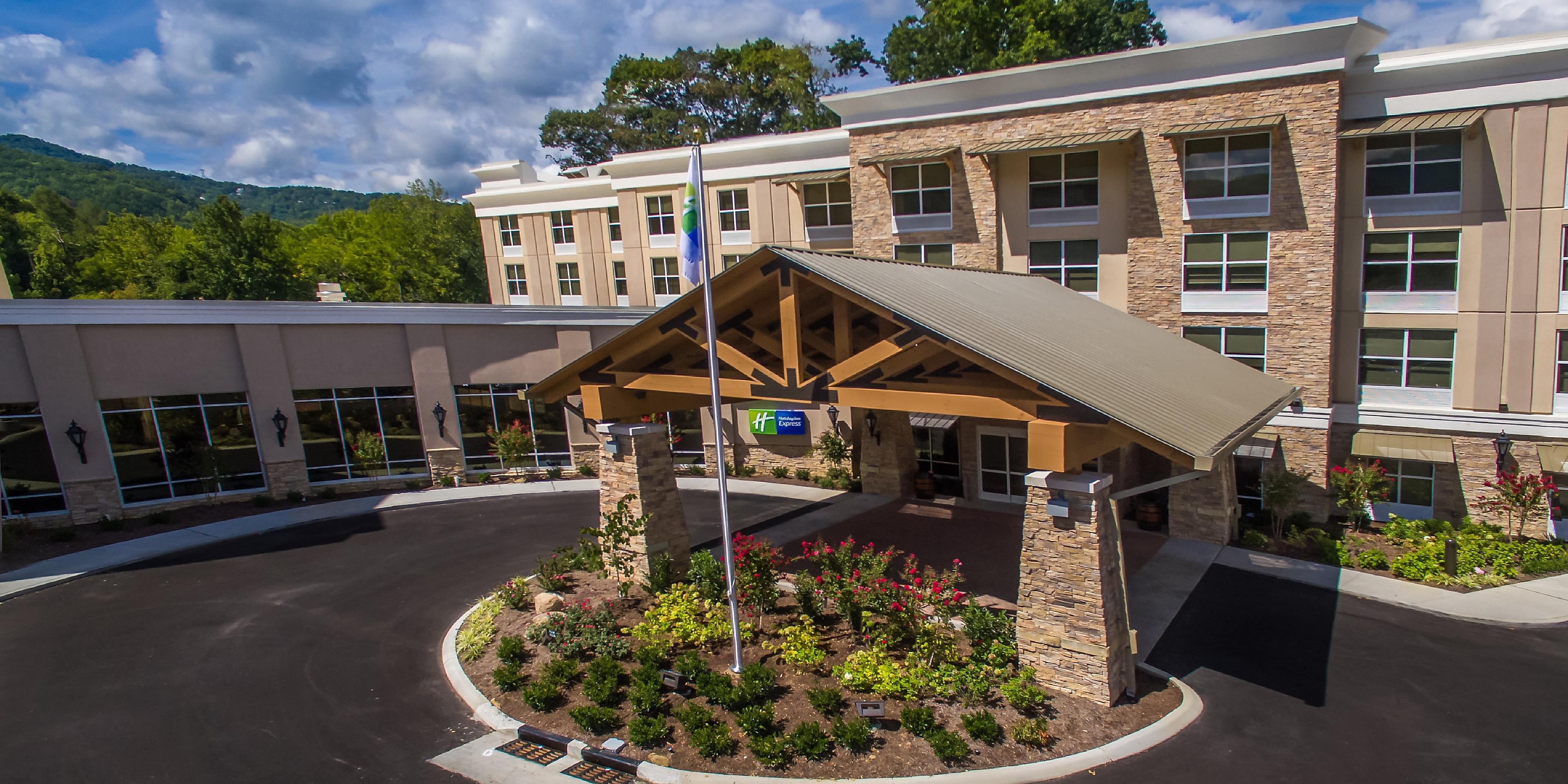 Gatlinburg Tn Hotels >> Downtown Gatlinburg Hotel Holiday Inn Express