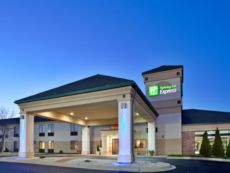 Holiday Inn Express Germantown (Nw Milwaukee) in Pewaukee, Wisconsin