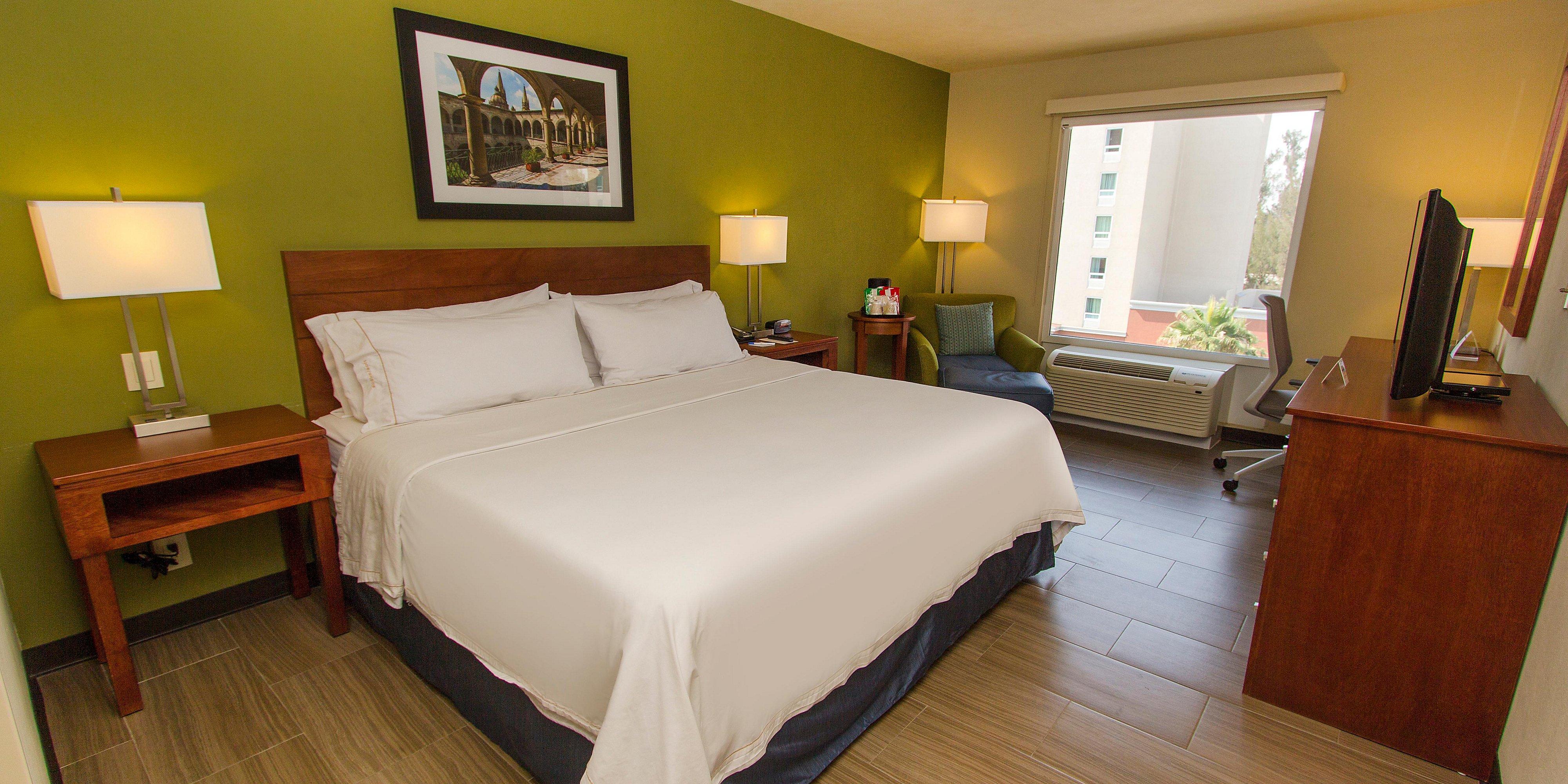 Holiday Inn Express Guadalajara 4605504437 2x1