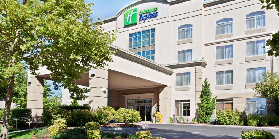 Holiday Inn Express Hillsboro Exterior Front