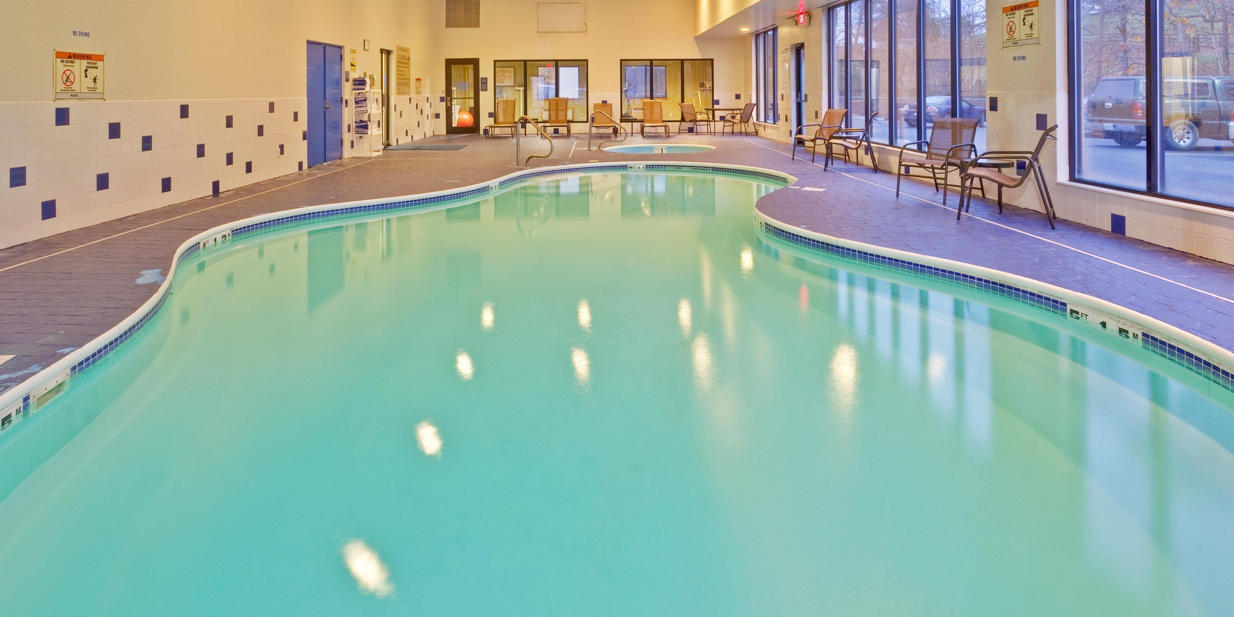 Holiday Inn Express Hurricane 4319622462 2x1