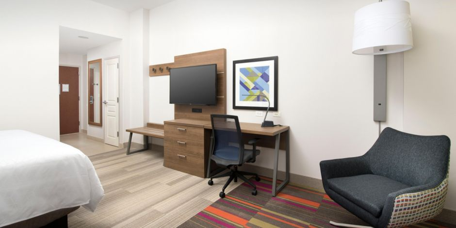 Hotel Lobby King Room With Sofa Refreshment Center Guestroom Bed And