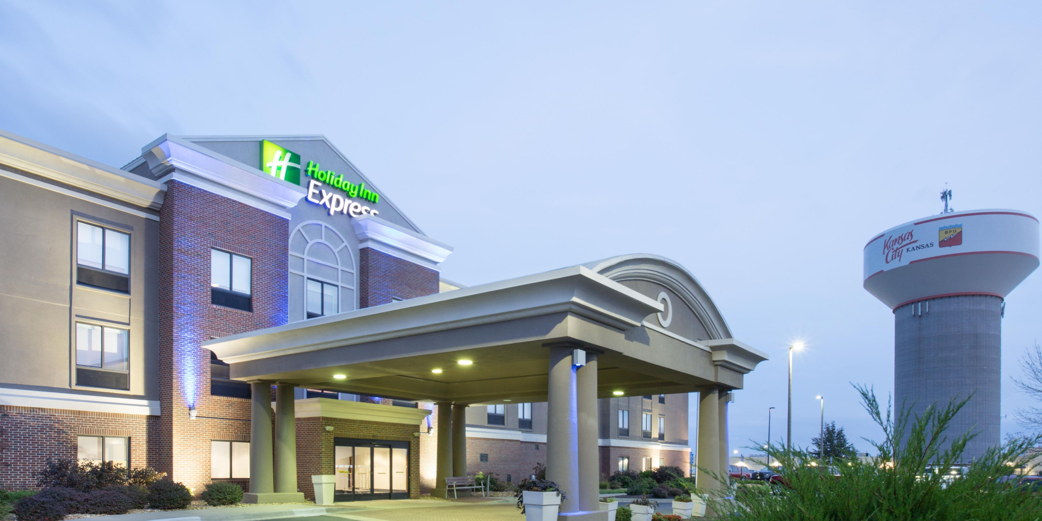 Holiday Inn Express Kansas City   Village West Hotel By IHG
