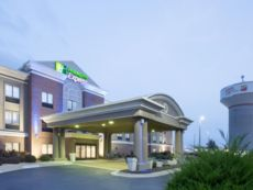 Holiday Inn Express Kansas City - Village West in Lansing, Kansas