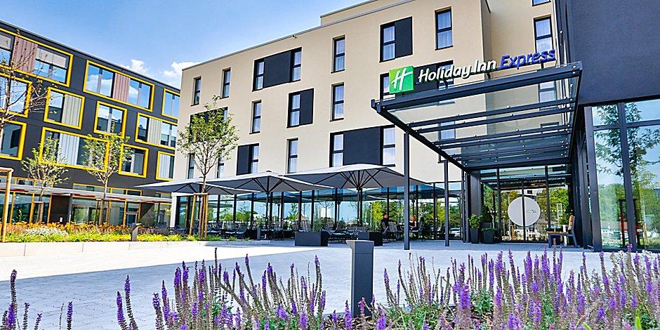 Hotels In Karlsruhe City Centre Holiday Inn Express Karlsruhe