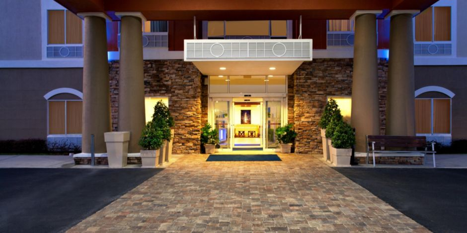 Welcome To The Beautiful Renovated Holiday Inn Express Hotel Exterior Lake Wales