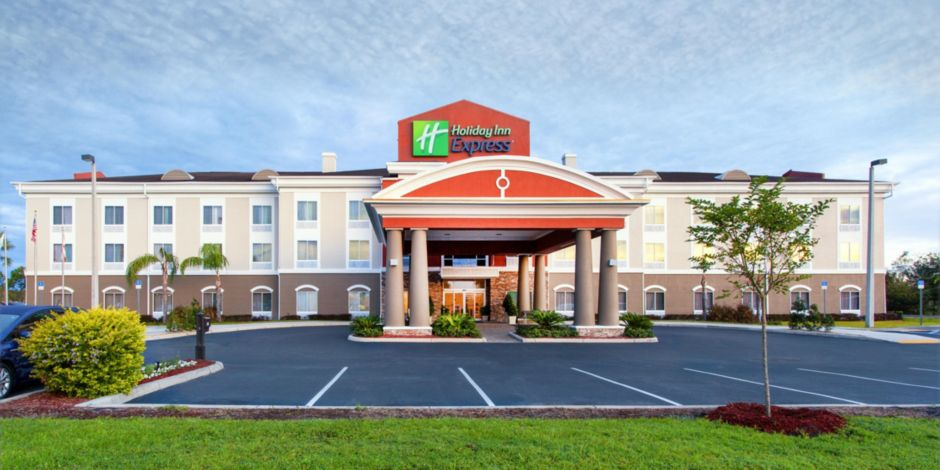 Hotel Exterior Welcome To The Holiday Inn Express Lake Wales