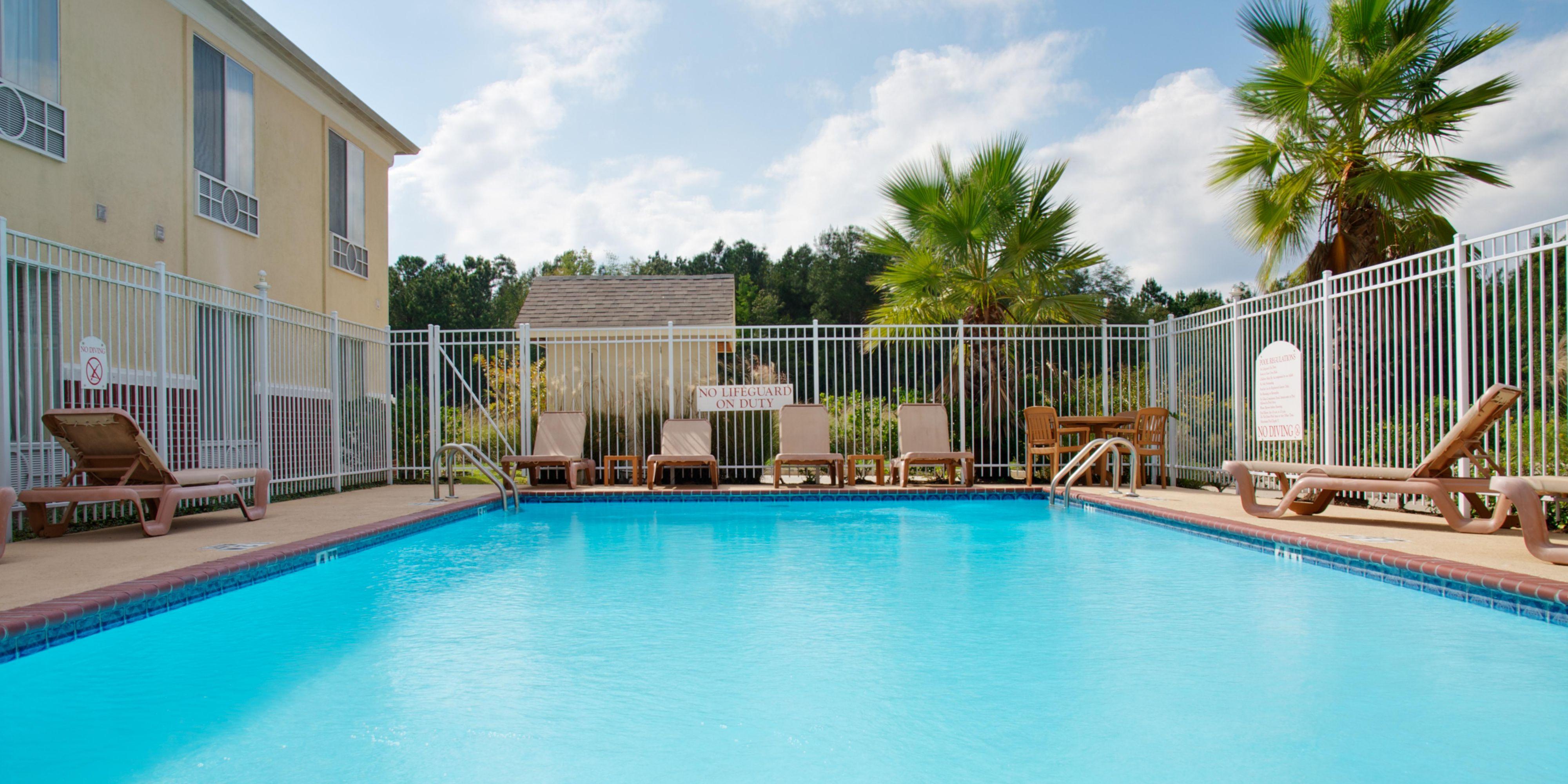 Holiday Inn Express Leesville 4293512347 2x1