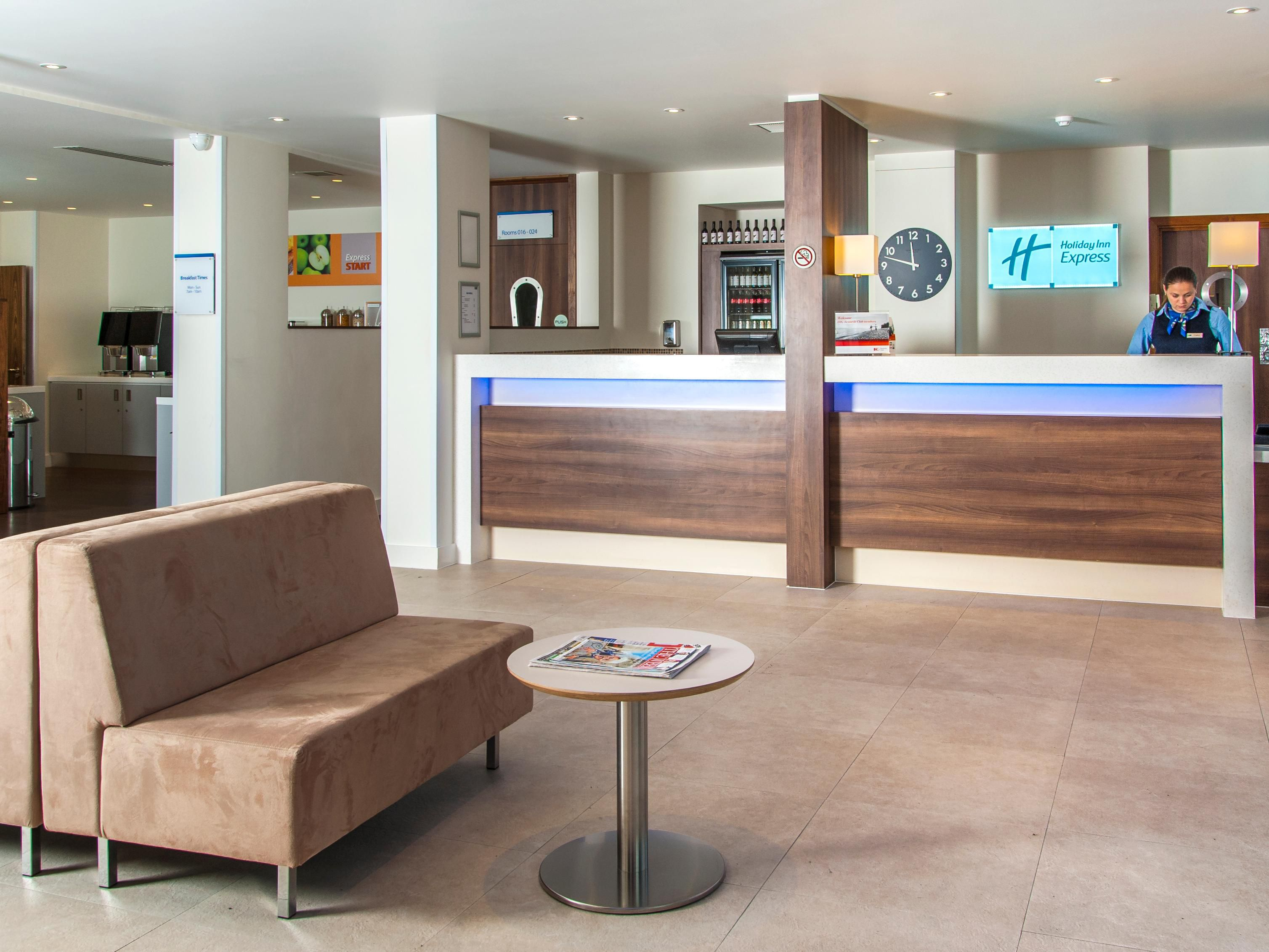 Holiday Inn Express London - Vauxhall Nine Elms Hotel Lobby