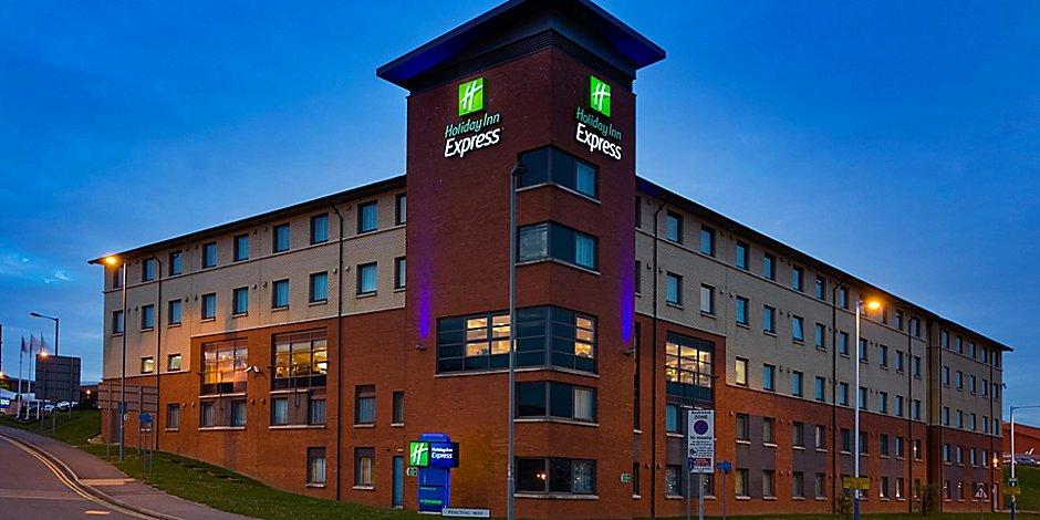 Hotels Near Luton Airport Ltn Holiday Inn Express London