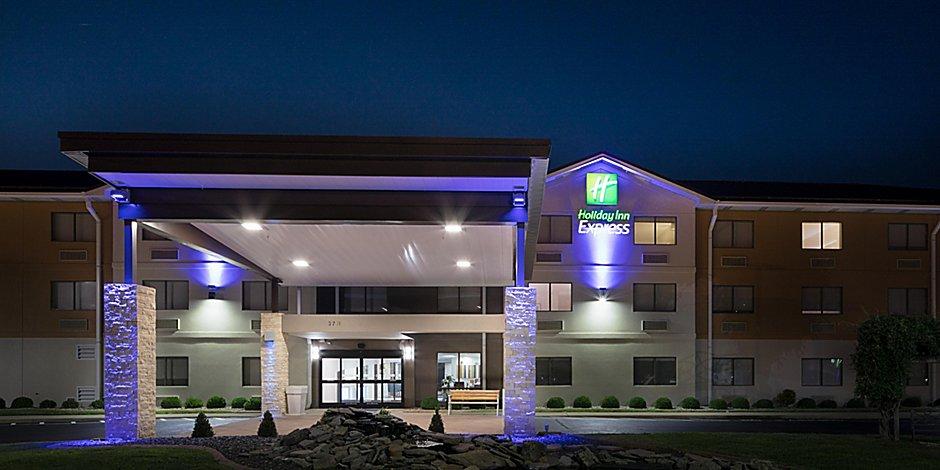Holiday Inn Express Louisville Northeast Hotel by IHG