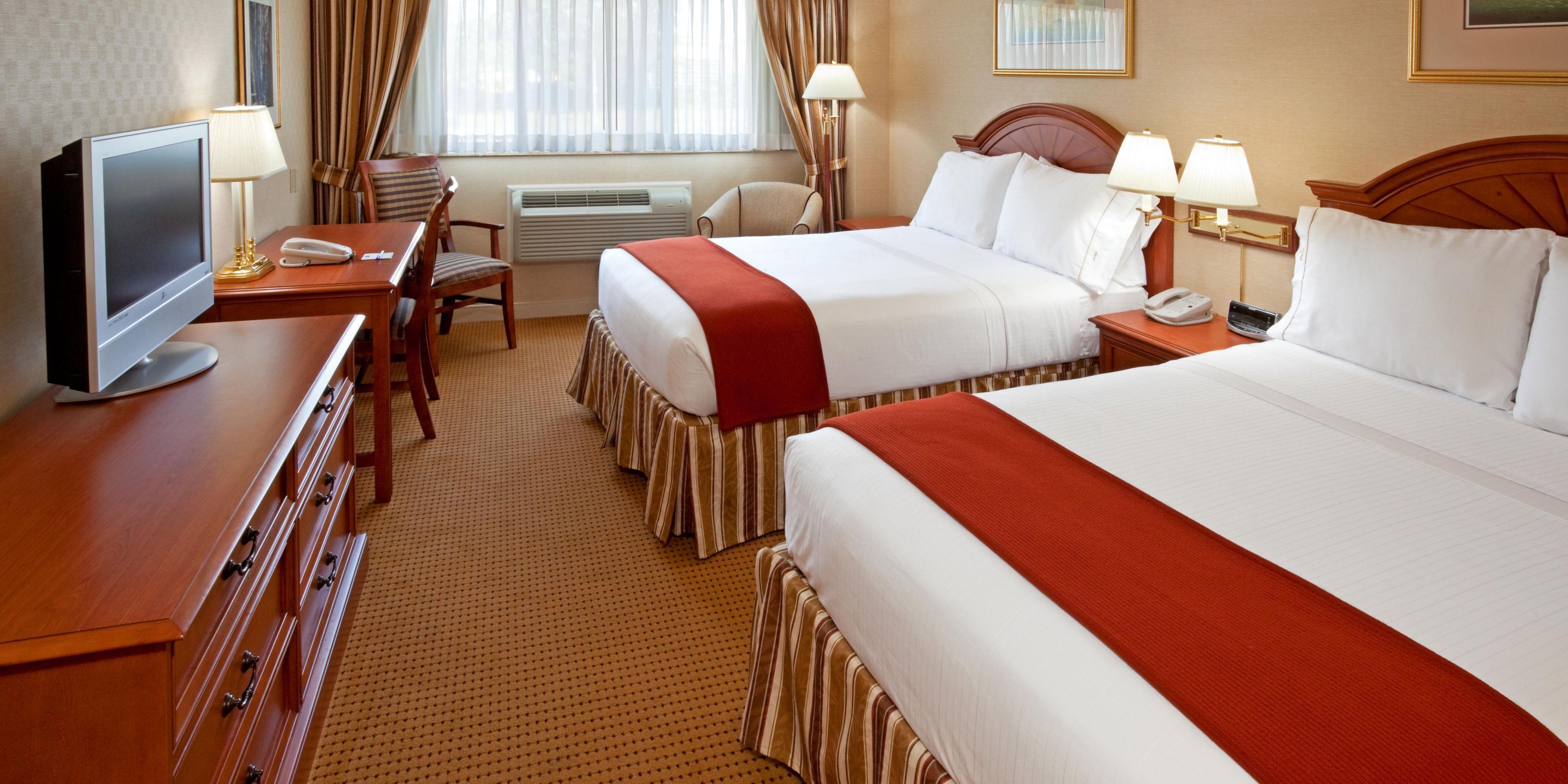 Holiday Inn Express Lynbrook 2533122607 2x1