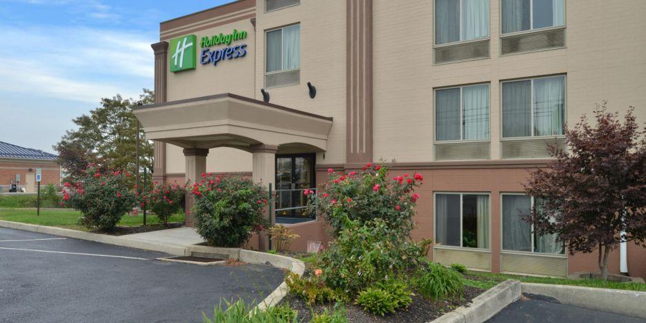 Holiday Inn Express Secondary Entrance Hotel Exterior