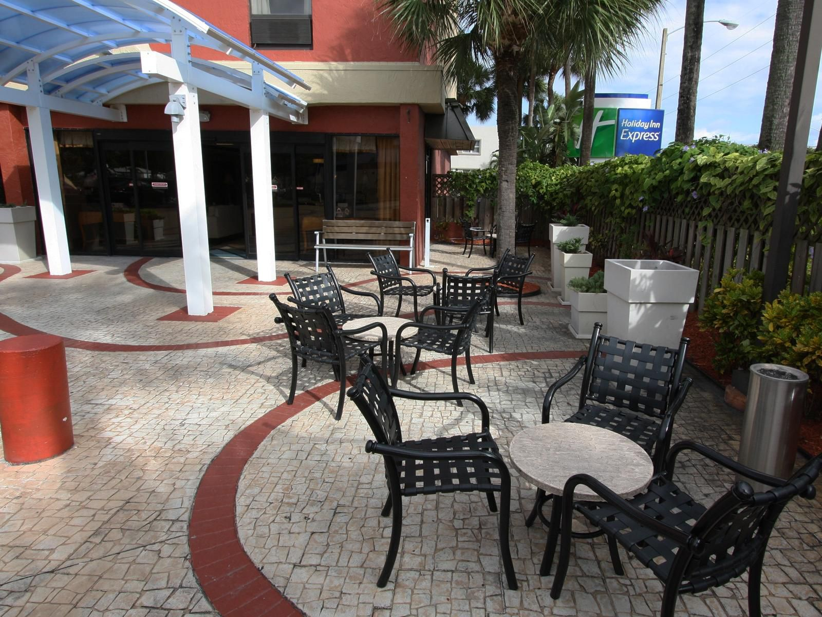 Holiday Inn Express Miami Airport Patio Outdoor Seating Area
