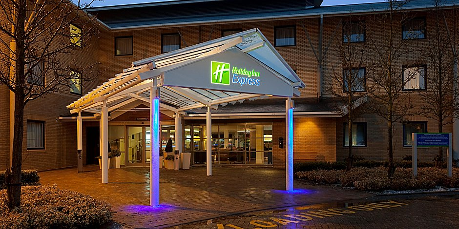 Hotel Near City Centre Holiday Inn Express Milton Keynes