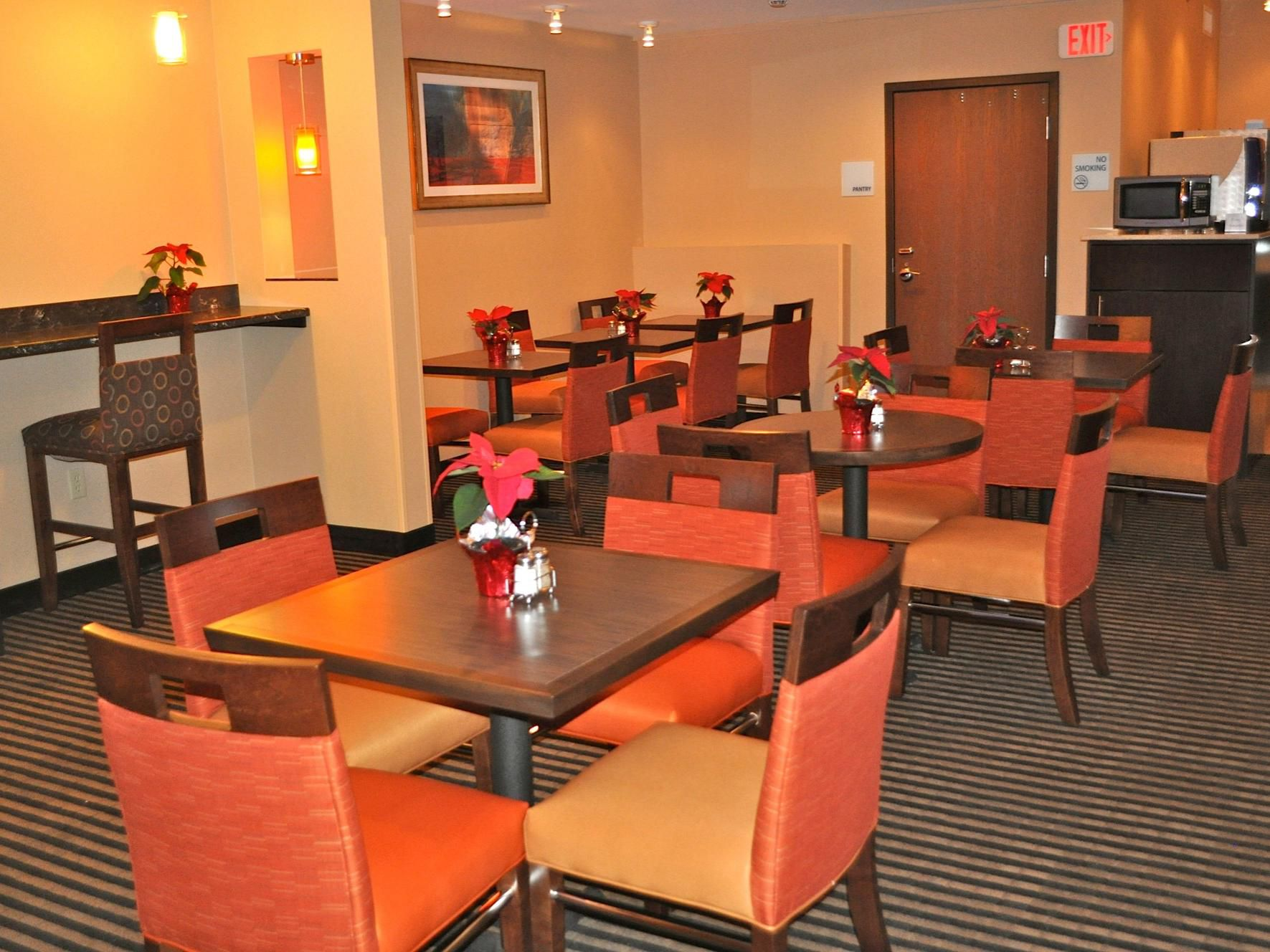 Holiday Inn Express Waterfront Mall Breakfast Area
