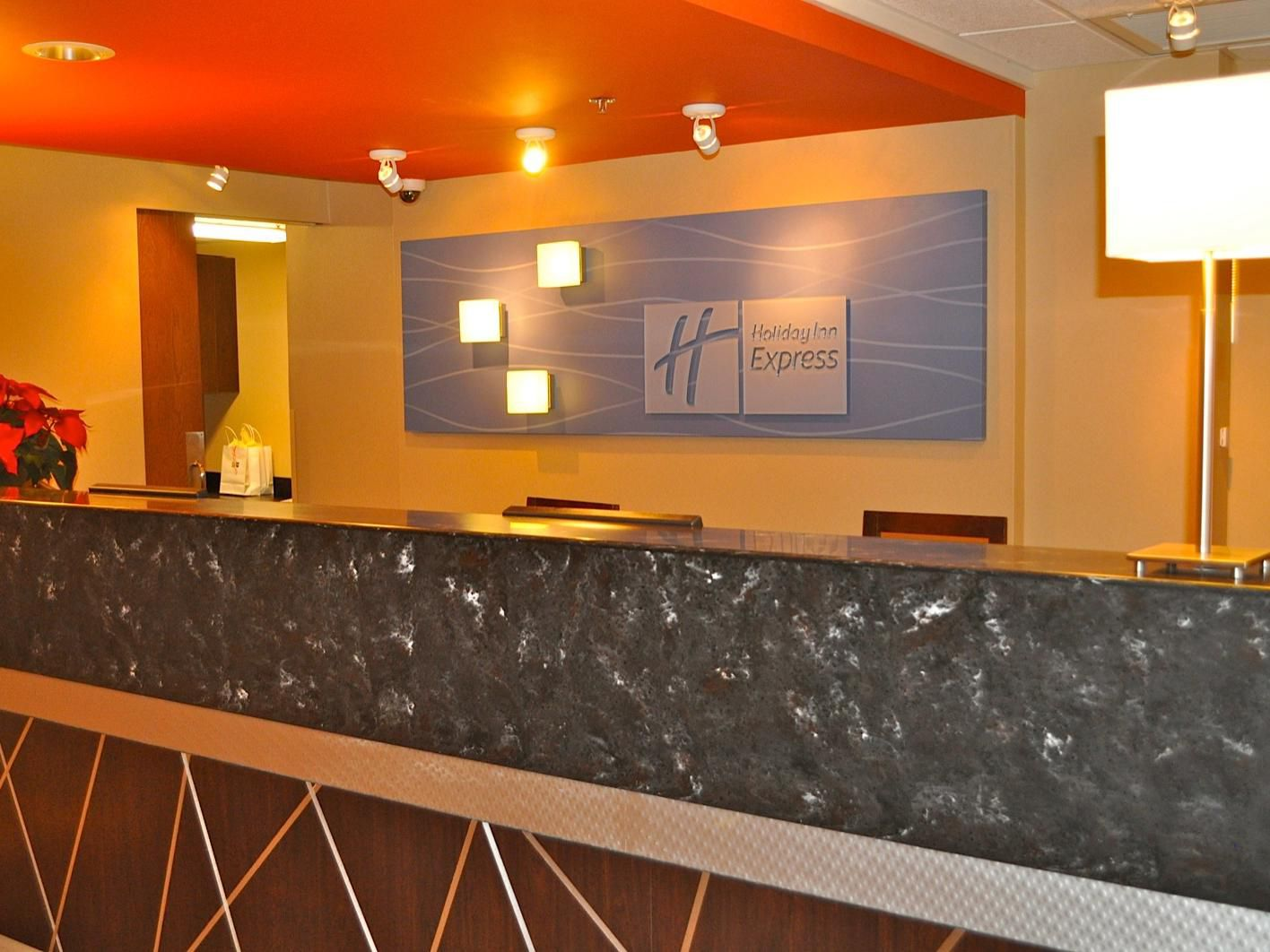 Holiday Inn Express Waterfront Mall Front Desk