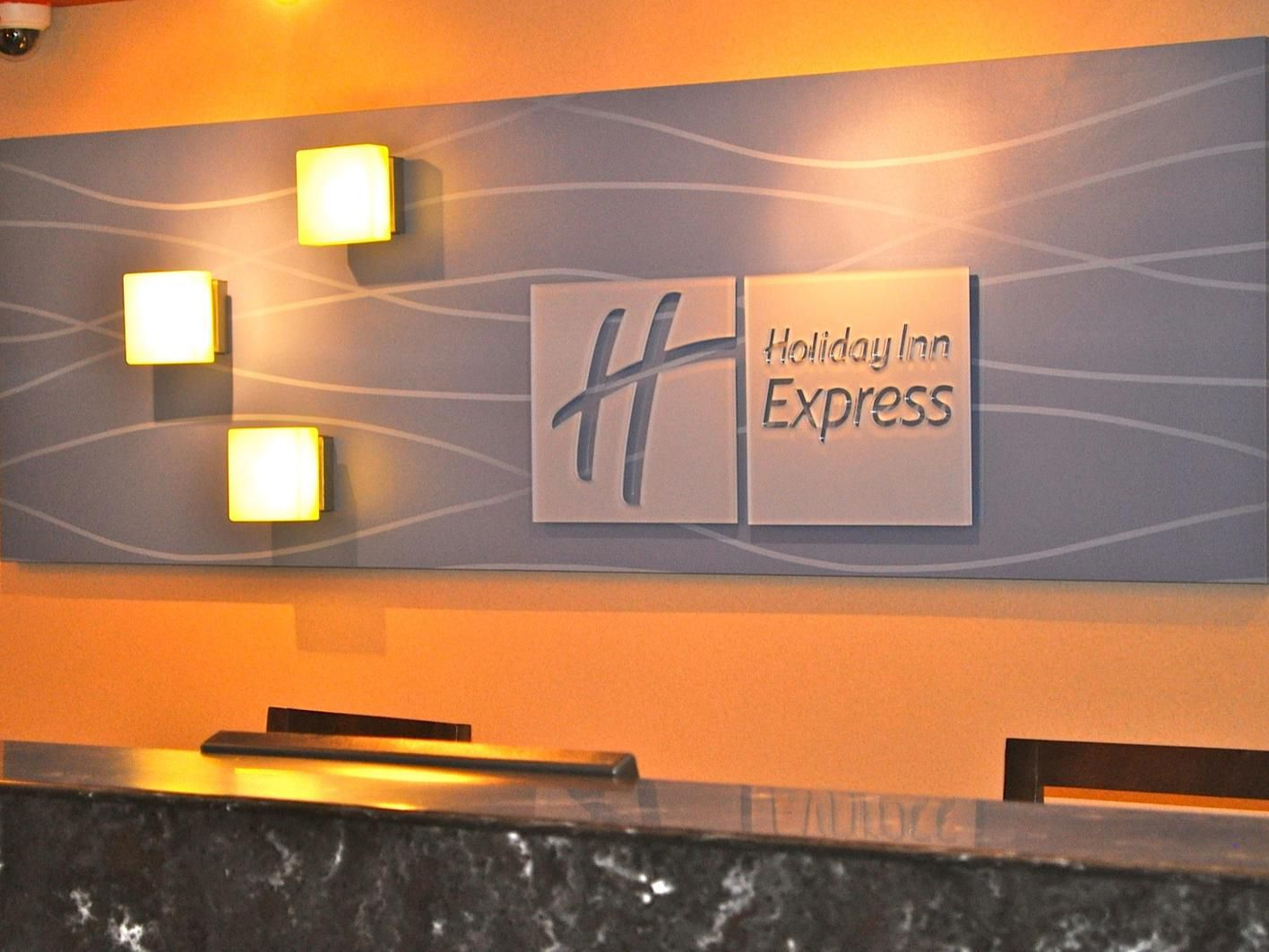 Holiday Inn Express Waterfront Mall Guest Services