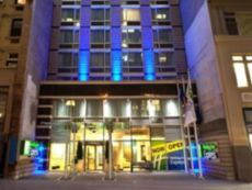 Holiday Inn Express Manhattan Times Square South in Flushing, New York