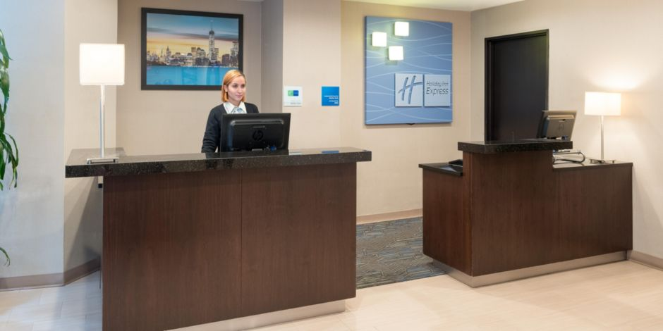 Holiday inn express new york city wall street hotel by ihg front desk gumiabroncs Gallery