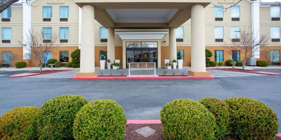 Welcome To The Holiday Inn Express In Beautiful Nicholasville Ky Hotel